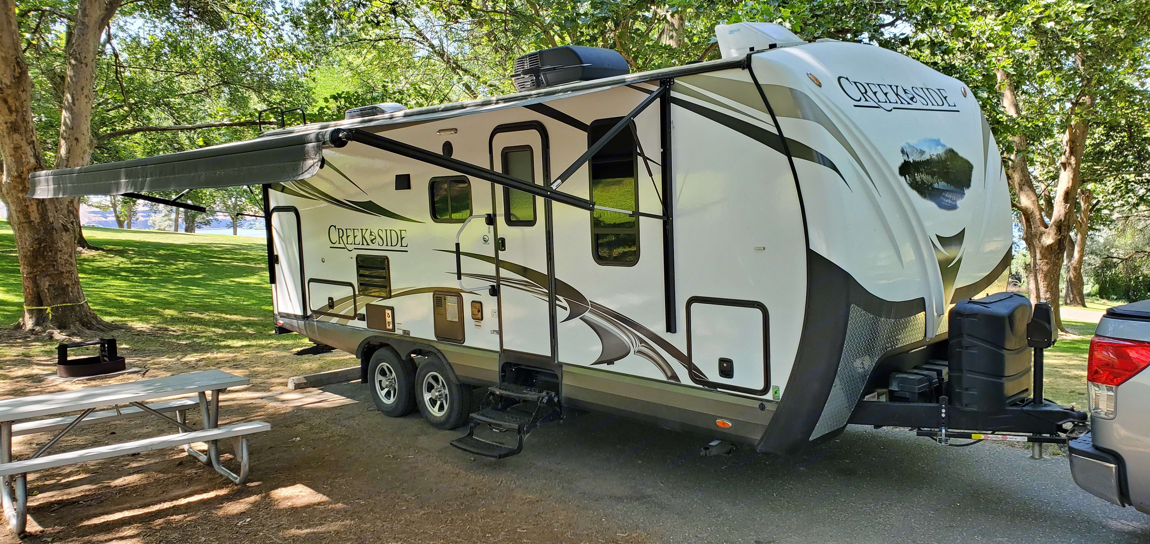 Outdoors Rv Manufacturing Creek Side 23DBS 2017