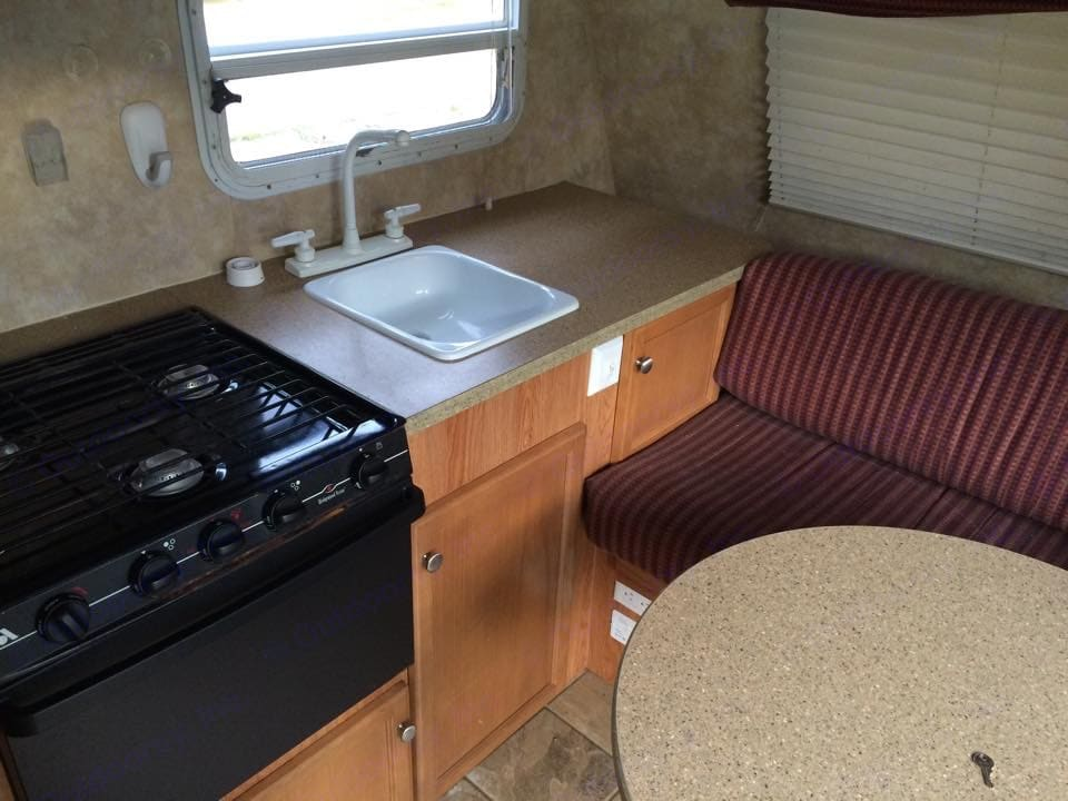 Make your meals indoors during the rain or when you're just tired of hot dogs! Fully functioning gas stove & oven with microwave to boot!. Jayco Jay Feather Sport 2007