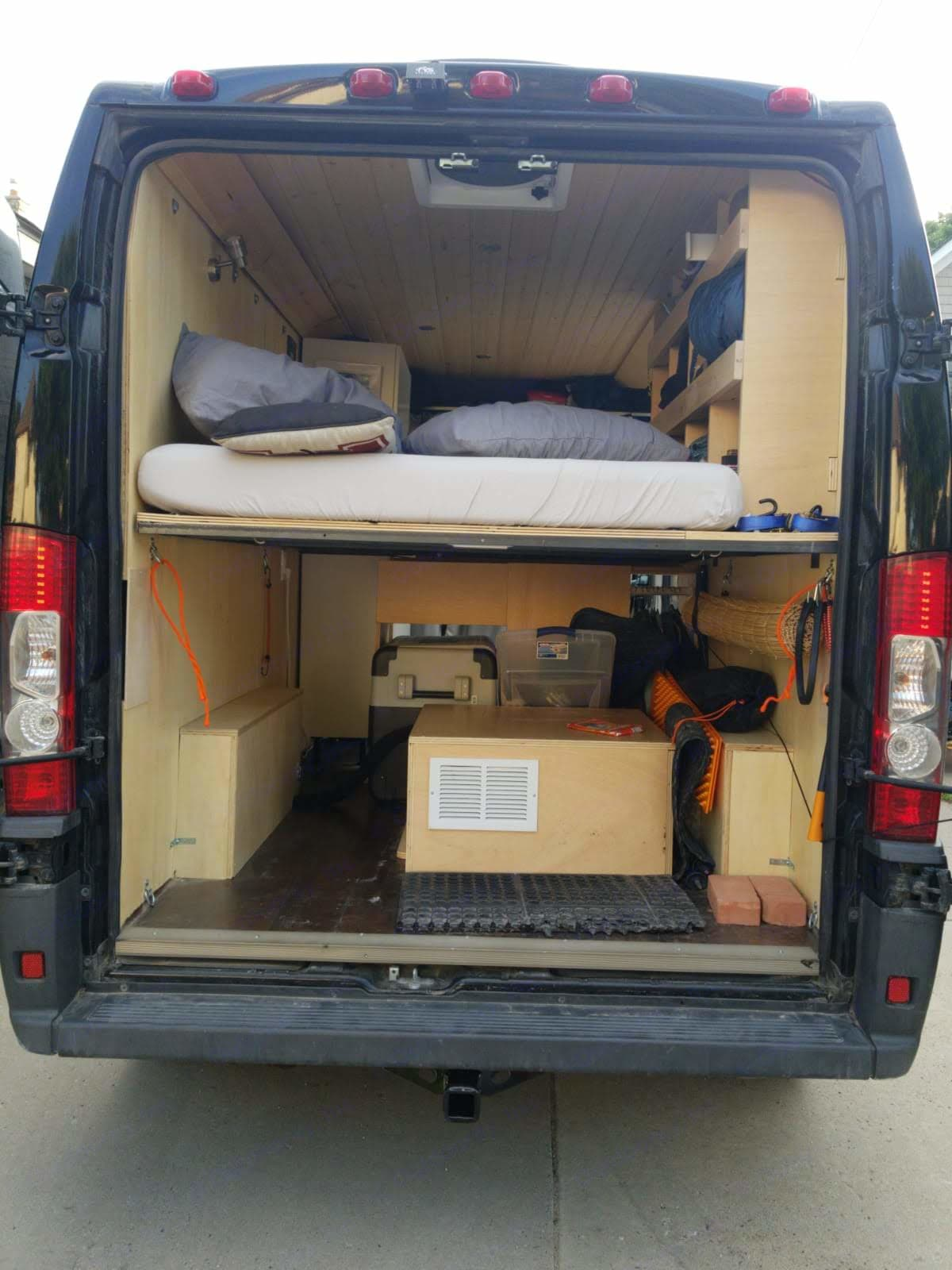 Tons of storage room and secure points1. Dodge Promaster 1500 2014