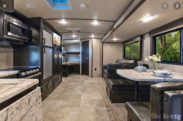 No cramped quarters here!. Grand Design Imagine 2800BH 2019