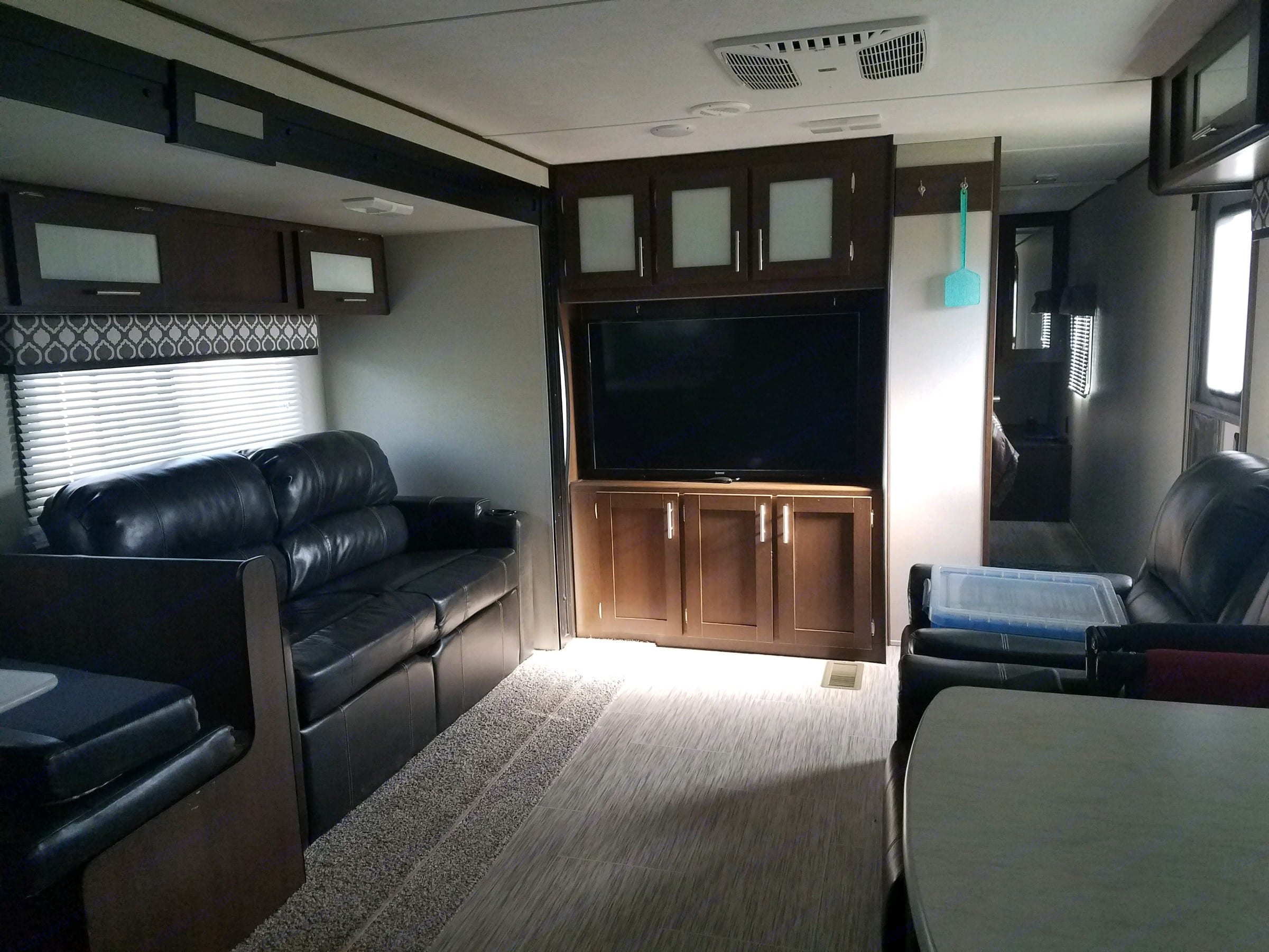 different angles of living space. TR COACH AVENGER 2019