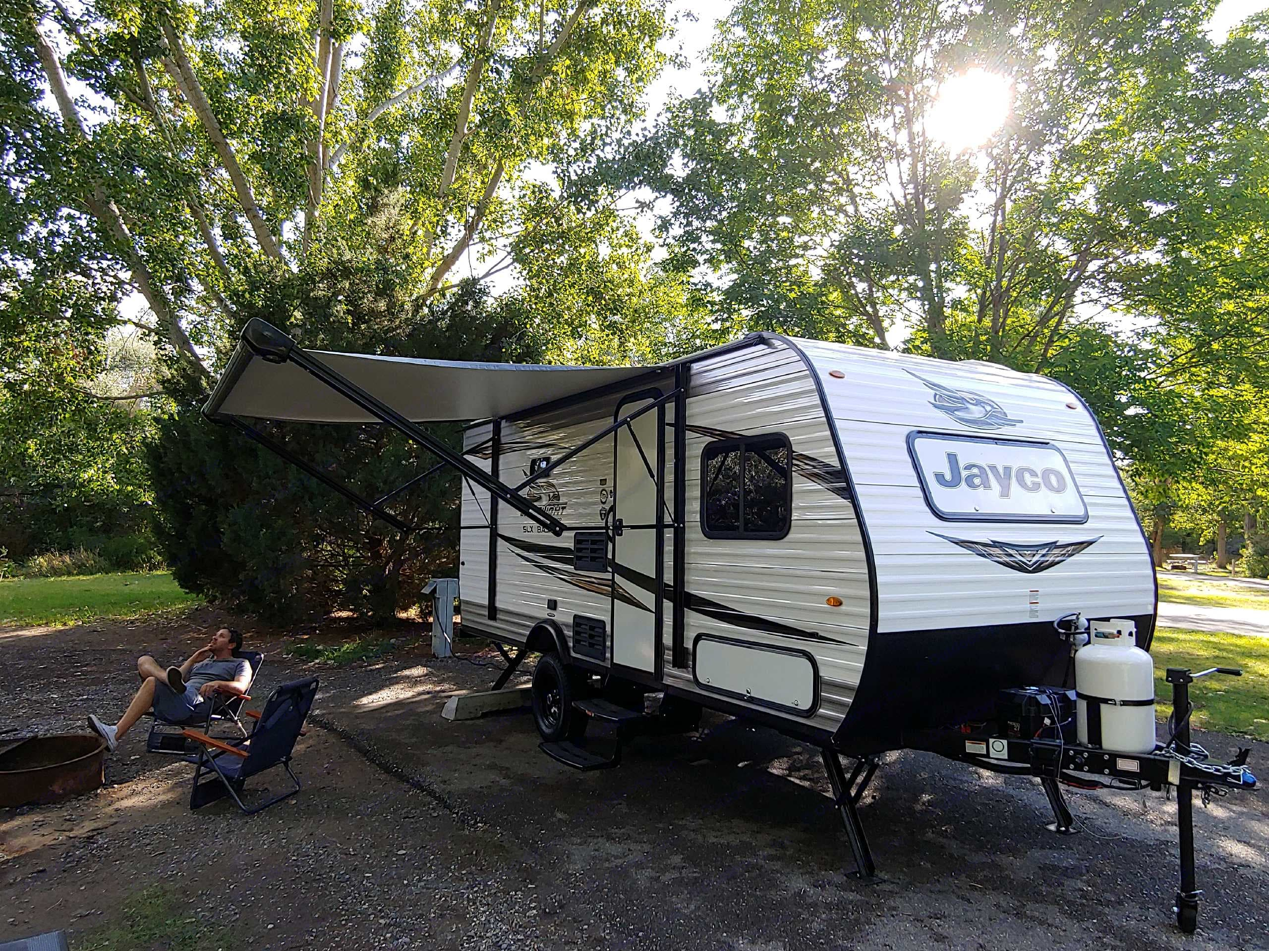 The awning provides a comfortable shaded atmosphere for hot afternoons and evenings. Relaxing blue toned light strip included.. Jayco Jayflight Slx Baja 174BH 2020