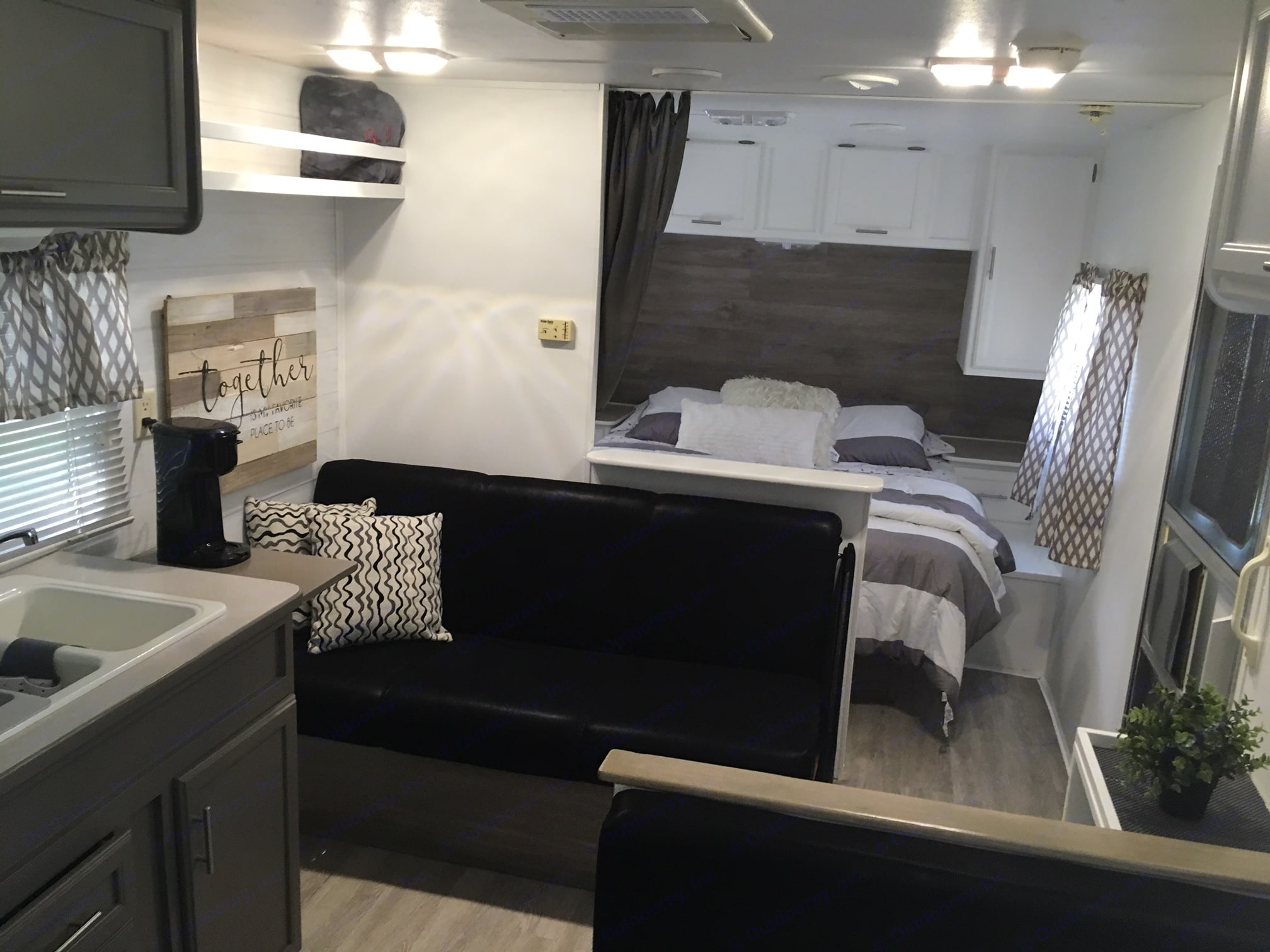 We remodeled this camper with it being our home away from home in mind. All new LED lighting throughout.. Thor Four Winds 2003