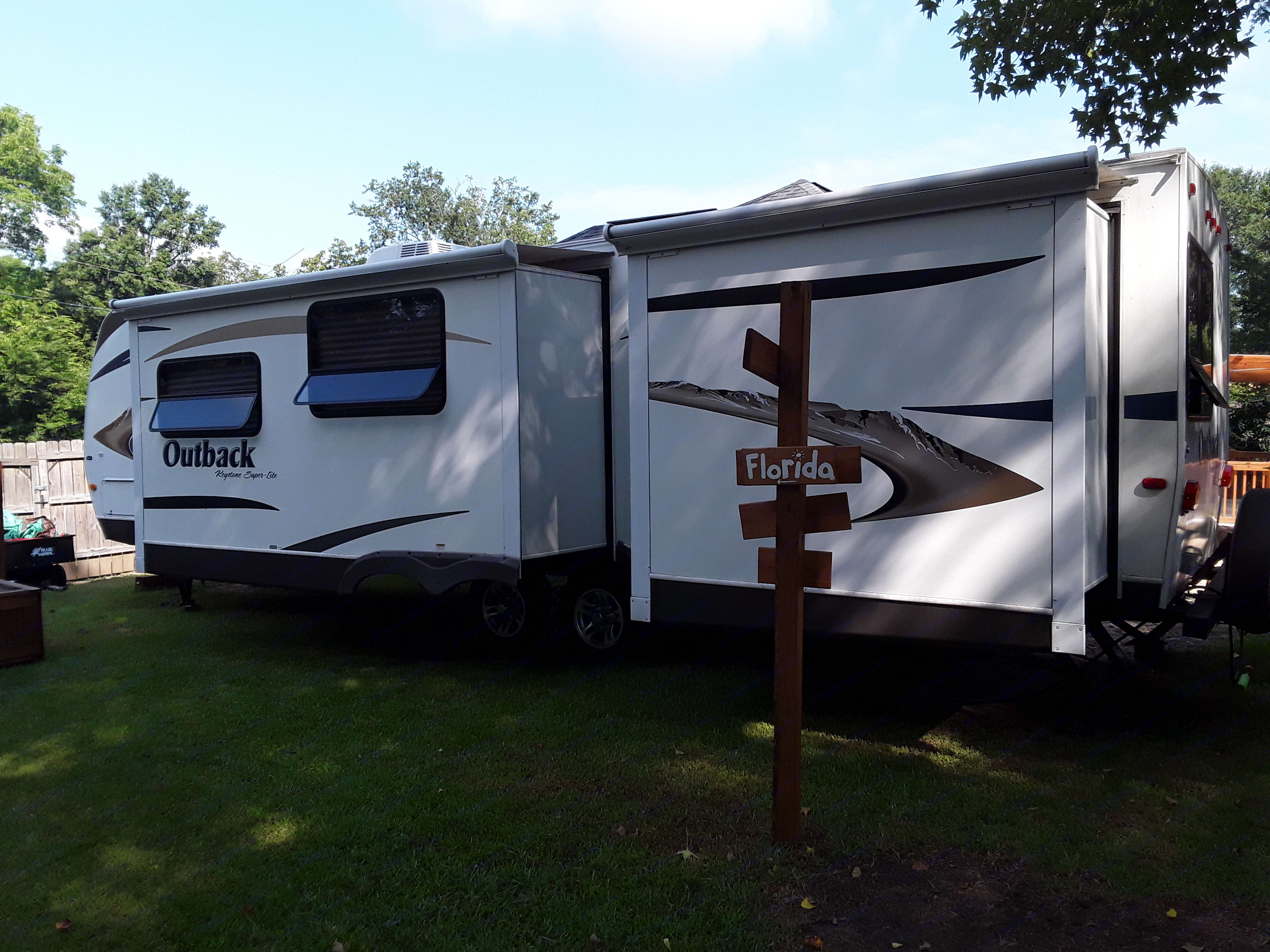 Slides with slide covers/awnings that come out automatically!. Keystone Outback BH312 2011