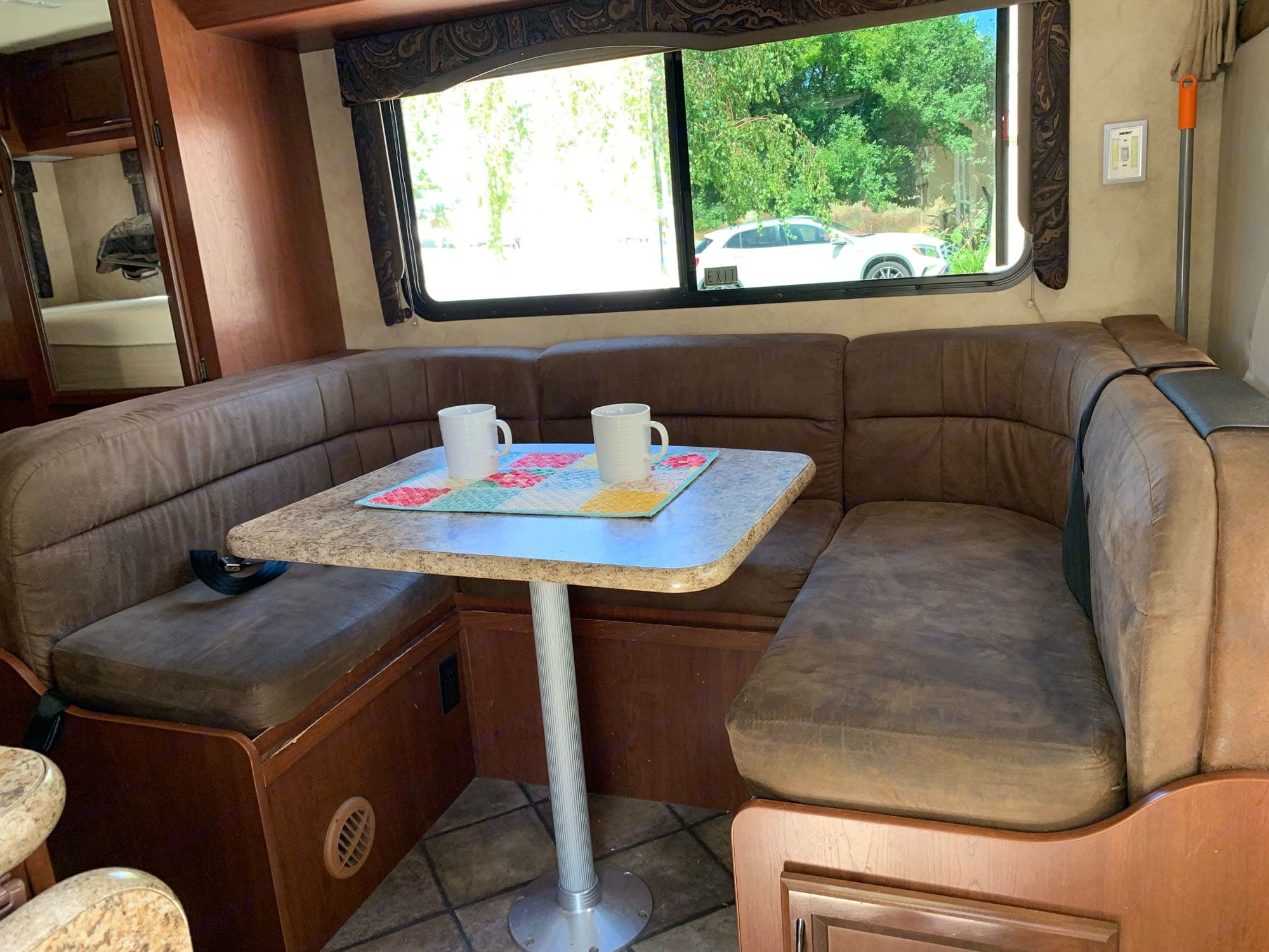 Dining area that converts to another sleeping area.. Thor Motor Coach Freedom Elite 2014