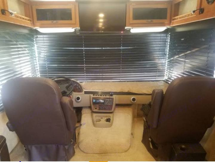 Wood Blinds on all windows. Forest River Georgetown GTX (Toyhauler) 2009