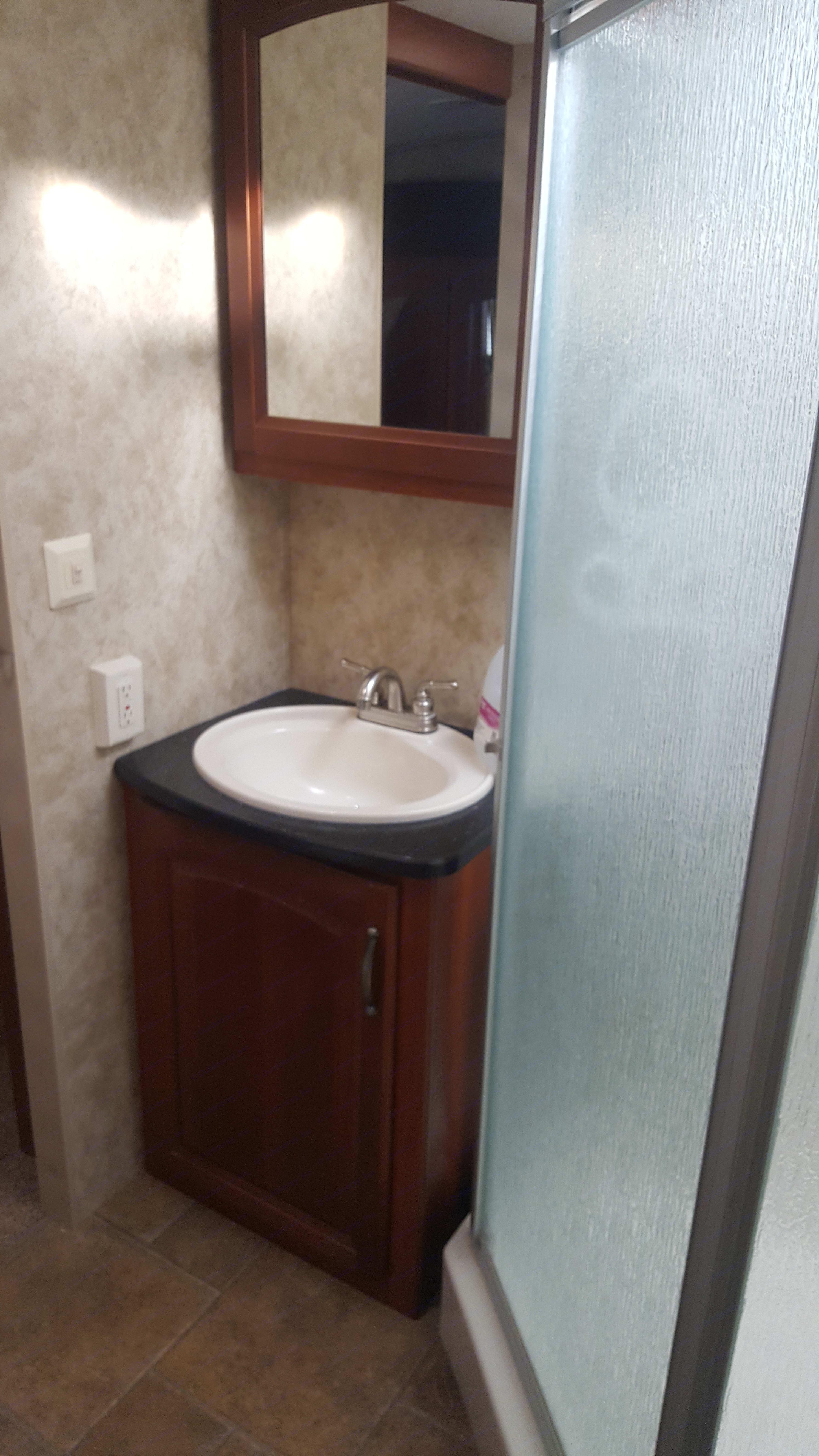 Front master suite bath with corner shower. Keystone Cougar 2012