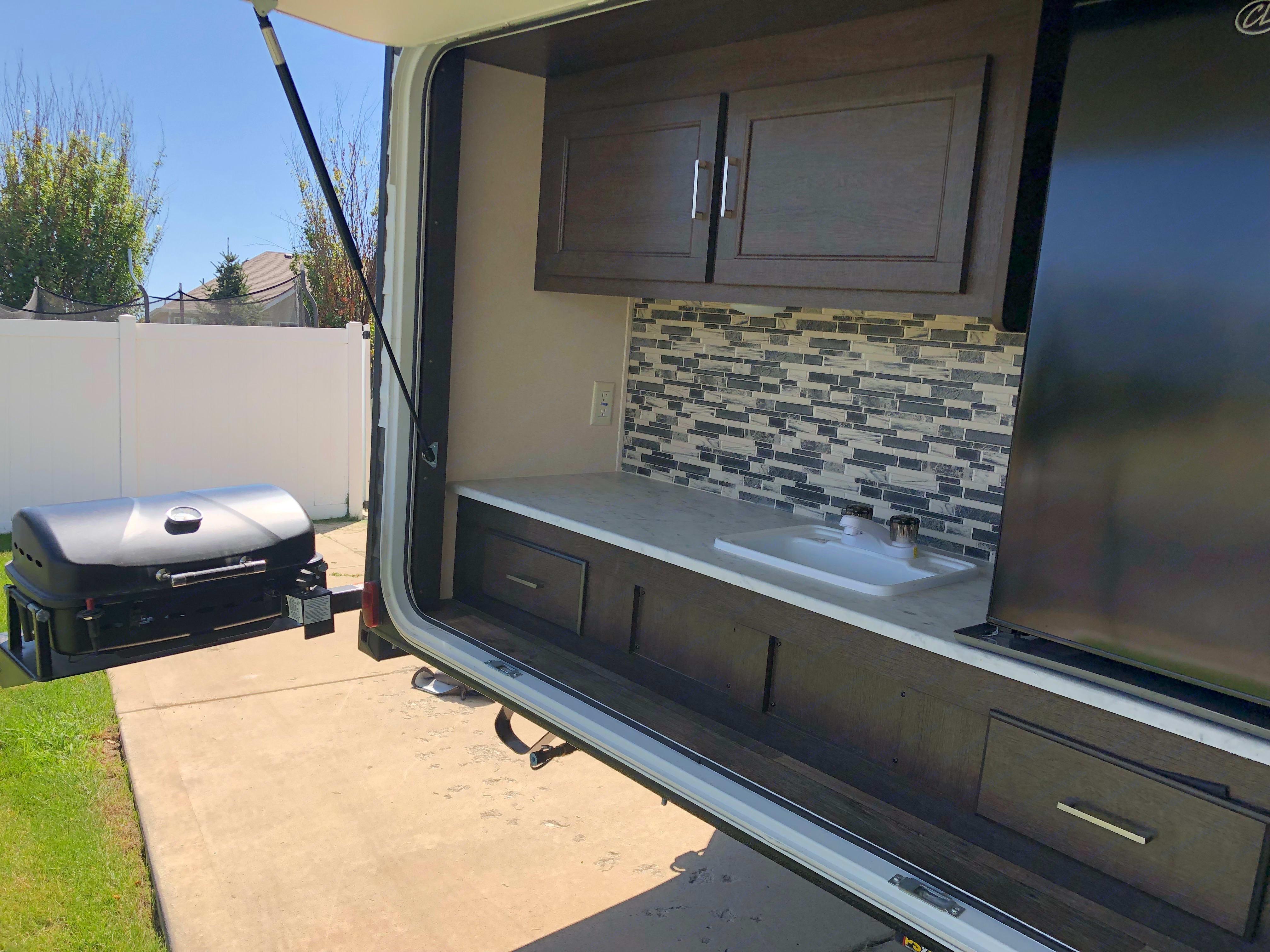 Outdoor Kitchen. Forest River Salem Cruise Lite 2019