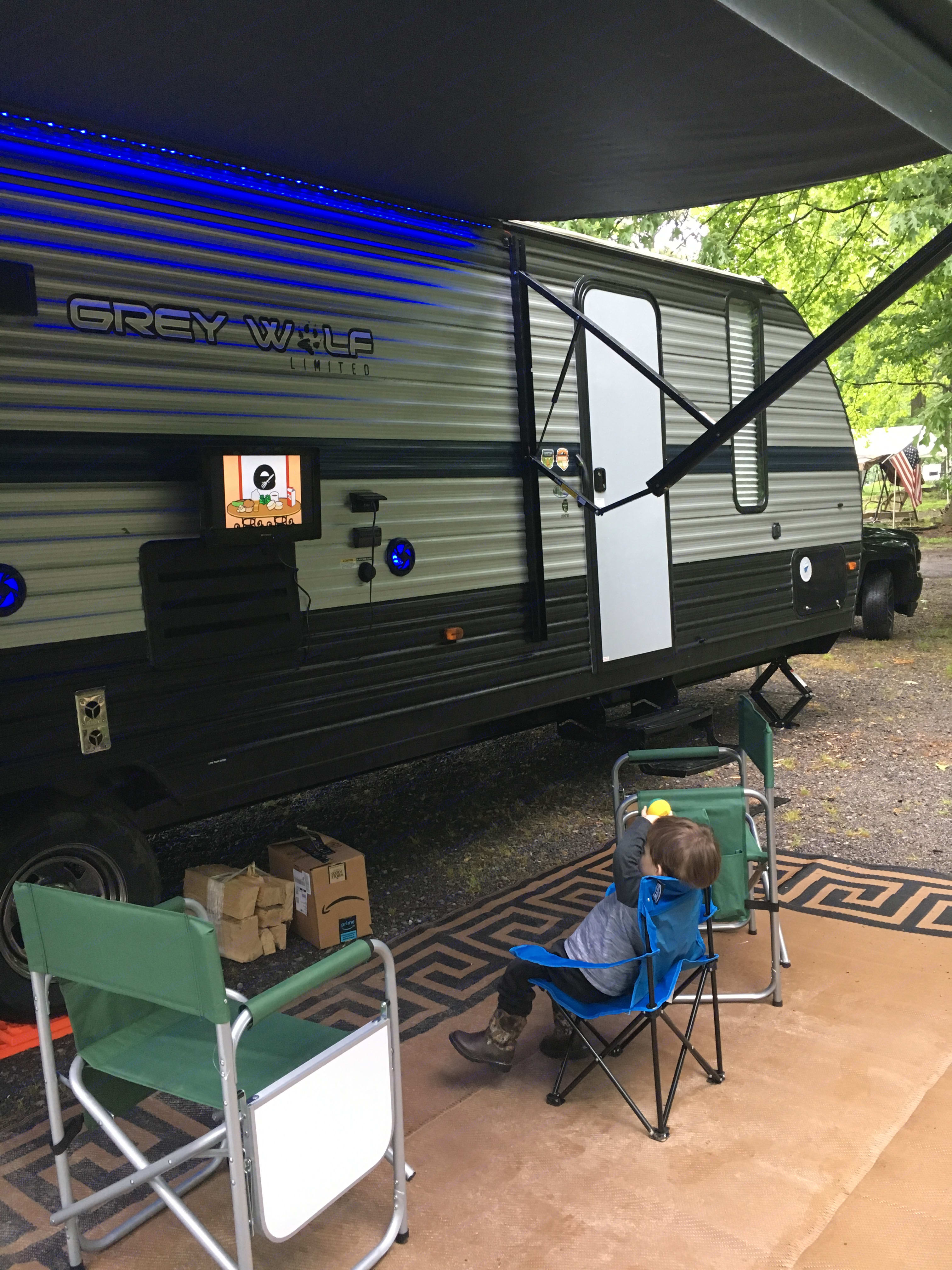 """TV moves inside to outside - """"TE"""" stands for Total Entertainment package.. Forest River Cherokee Grey Wolf 2019"""