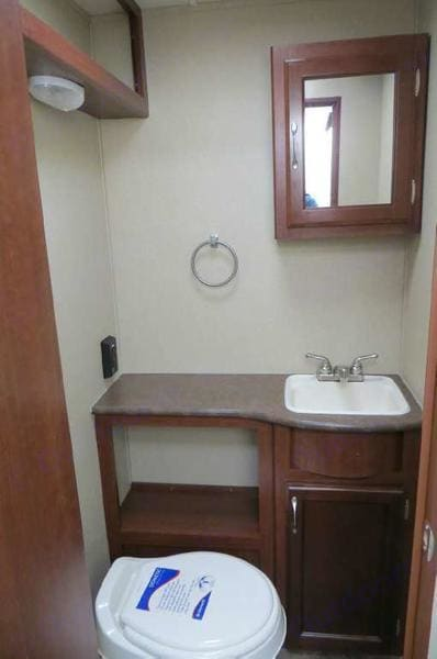 TOILET & SINK ROOM. Evergreen Ascend 191 RD 2013