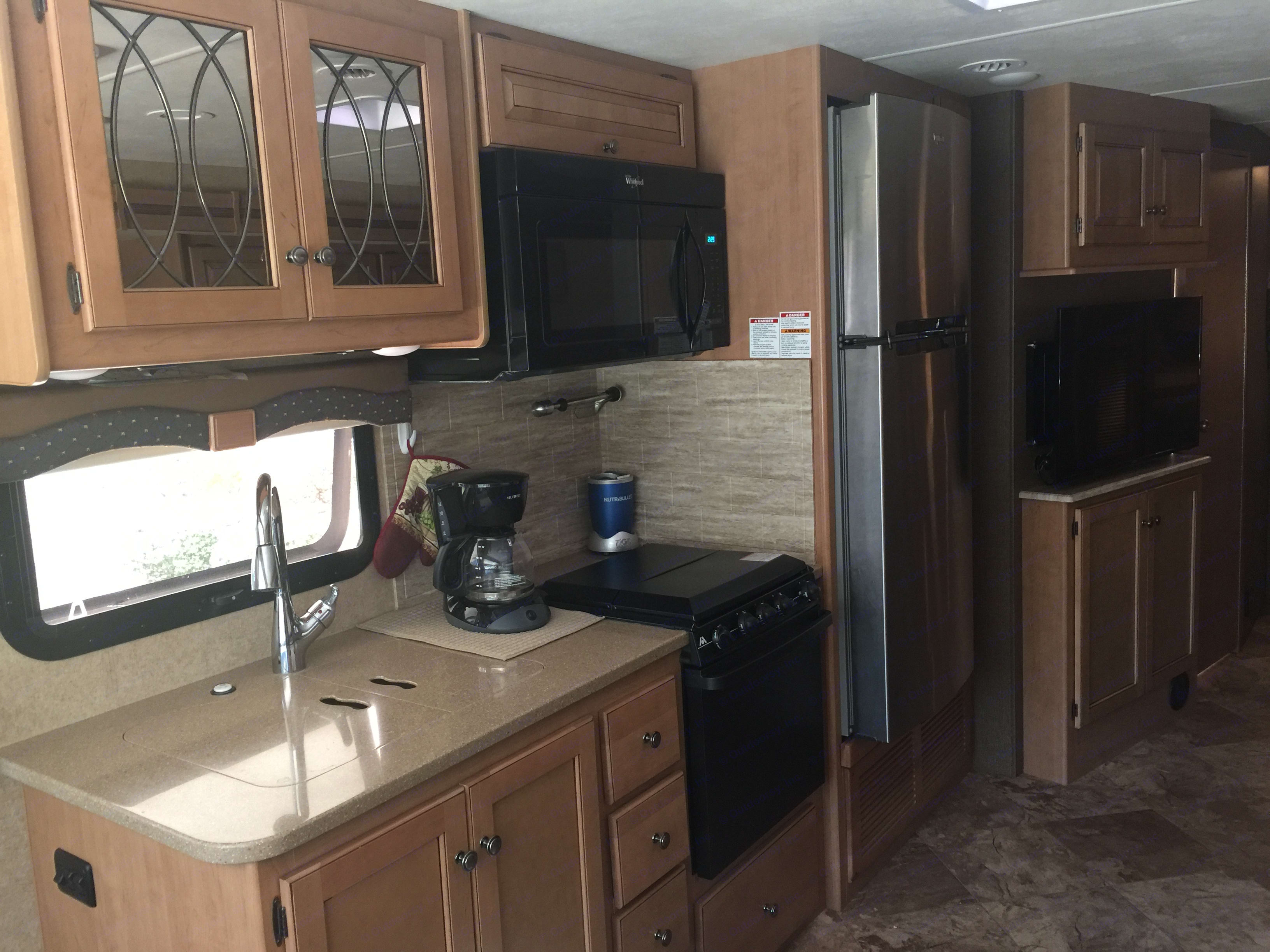 stainless refrigerator, Gas stove/oven. Thor Motor Coach Windsport 2016