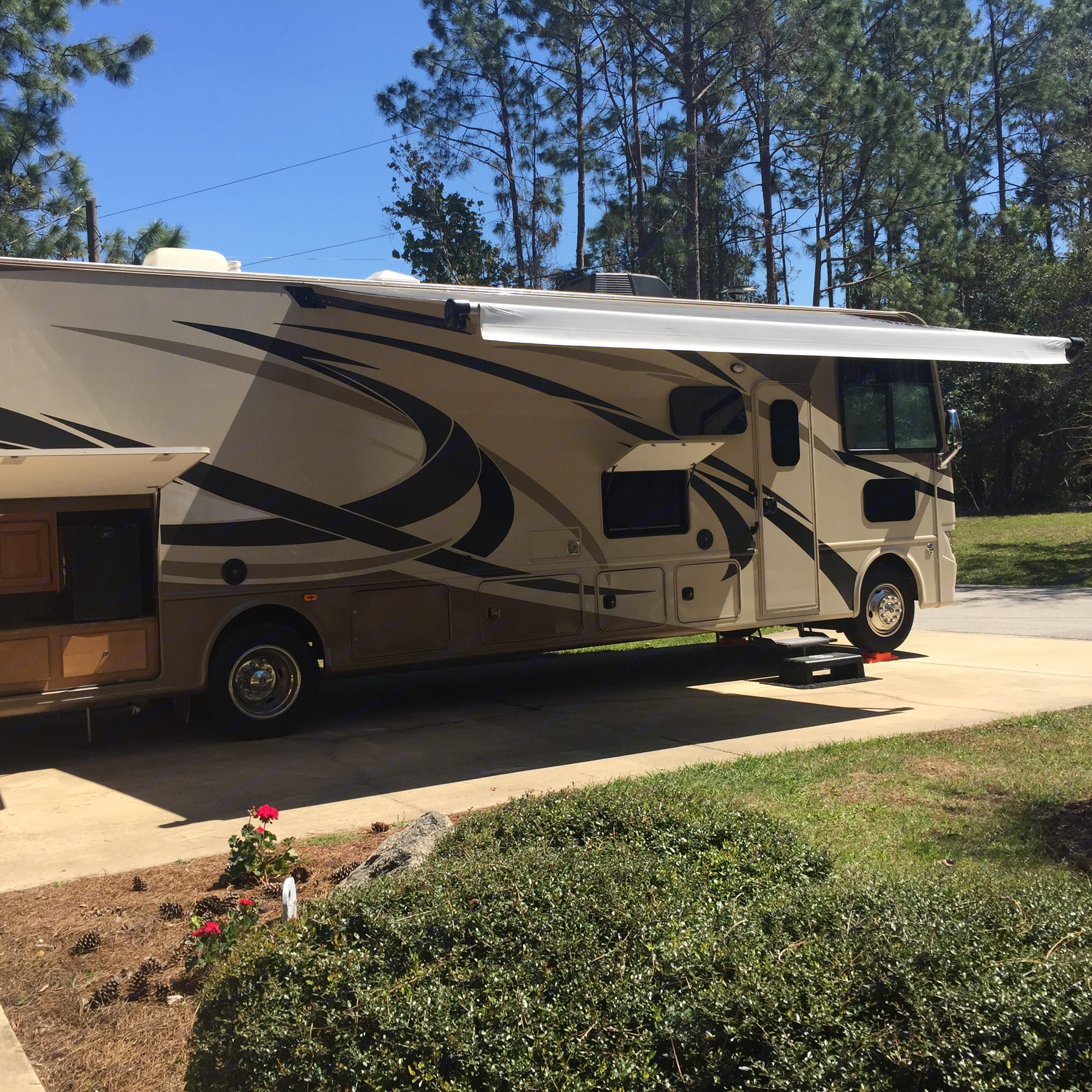 Outdoor kitchen and tv with auto retractable canopy. Thor Motor Coach Windsport 2016