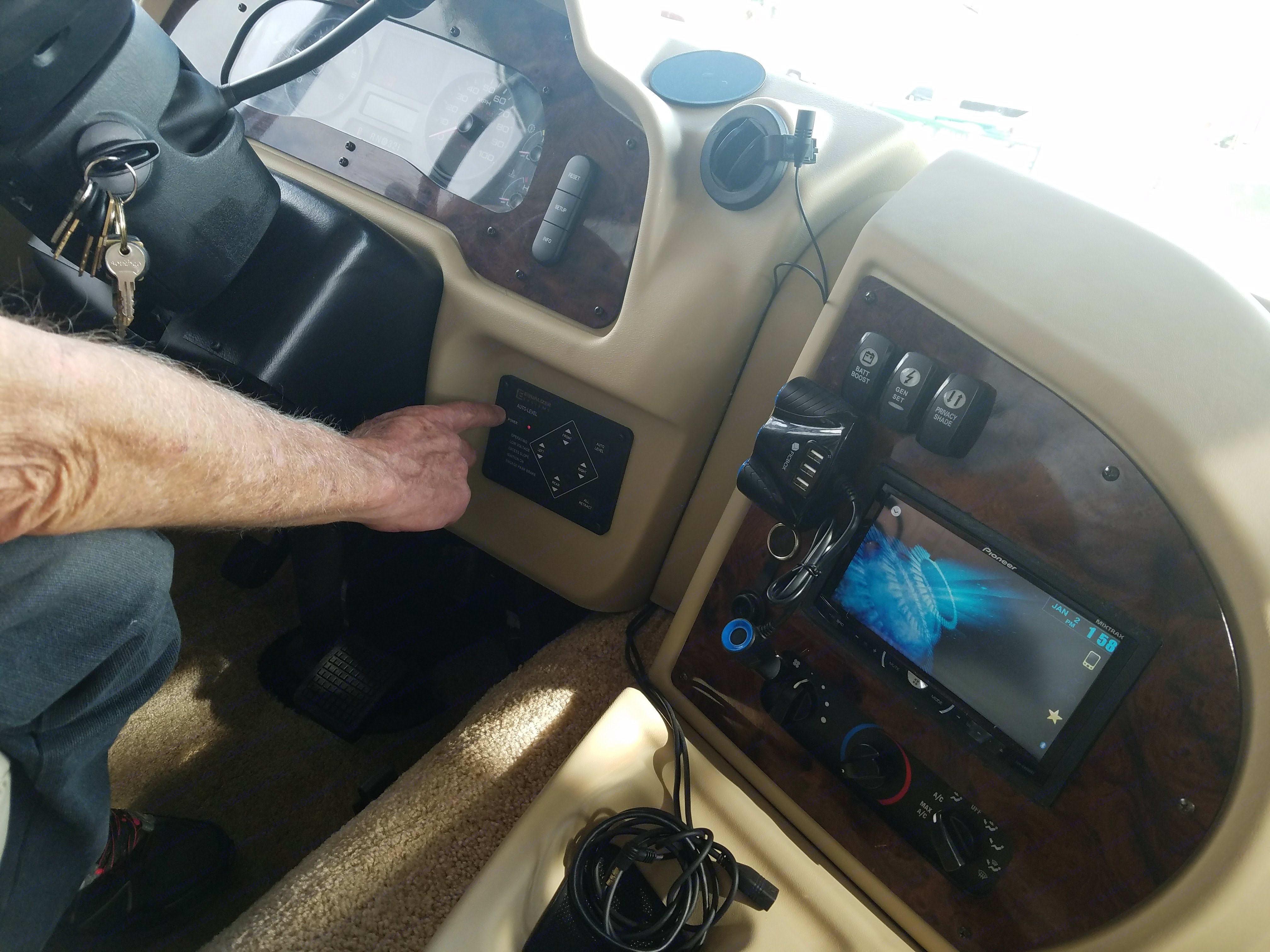 Cockpit, satellite radio,. Monaco La Palma 2013