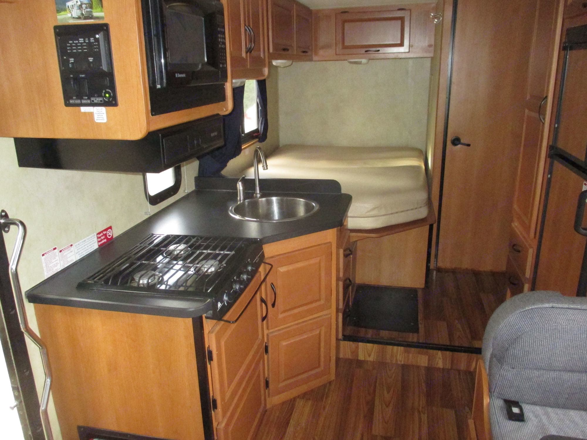 Thor Motor Coach Four Winds Majestic 2012