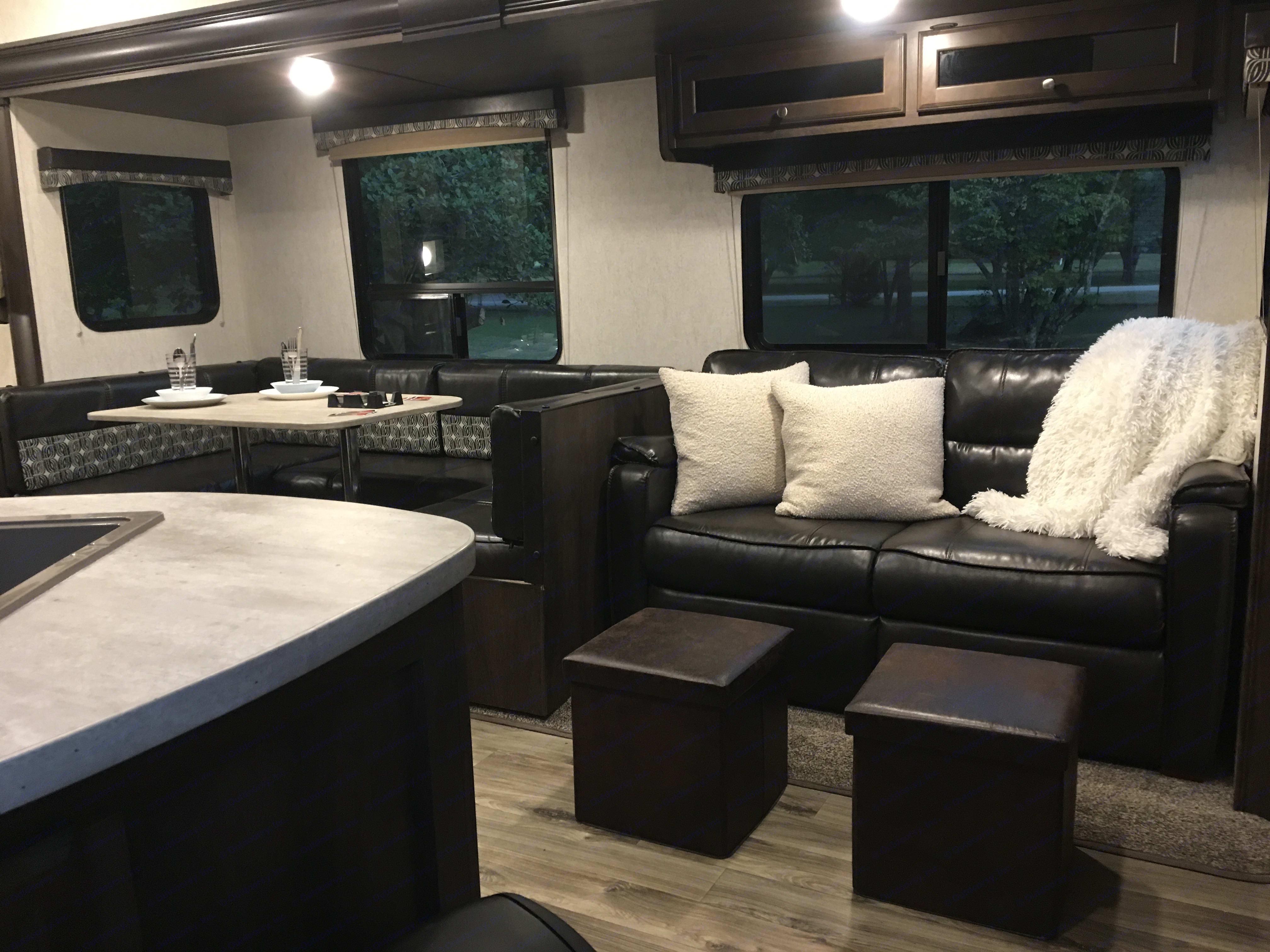 Dining/Couch. Starcraft Autumn Ridge 2018