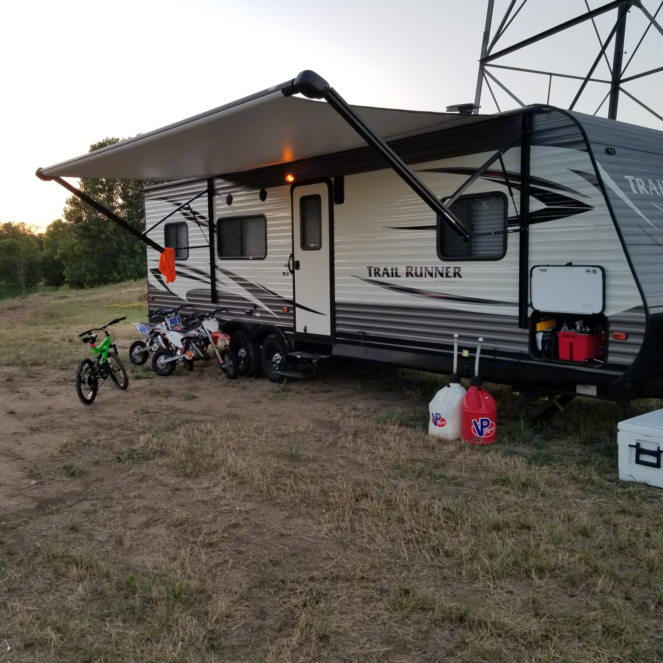 Big electric awning for shade. Out door led lights on awning. . Heartland Trail Runner 2017