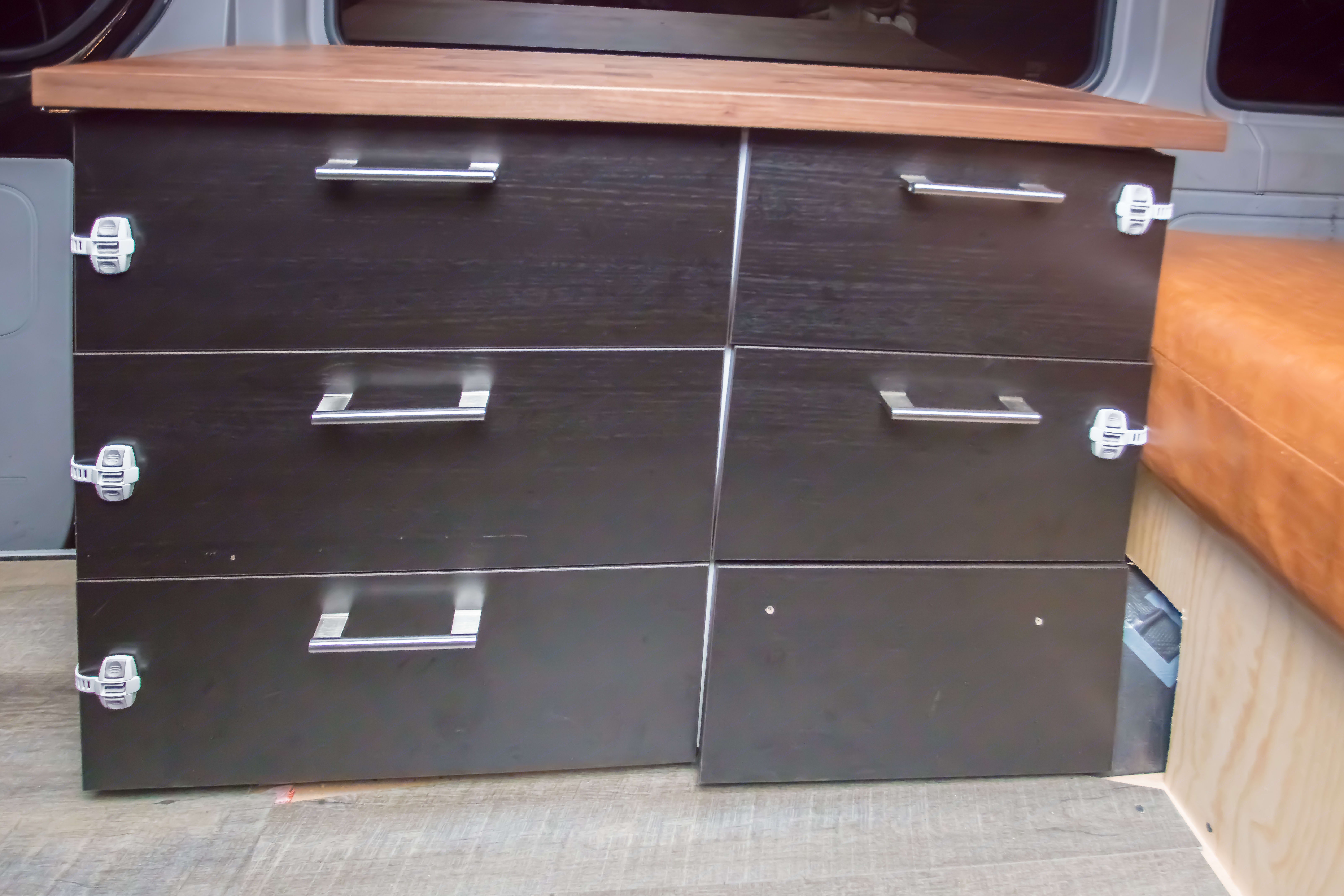 5 storage drawers with softclose.. Mercedes-Benz Sprinter 170 EXT 3500 2014