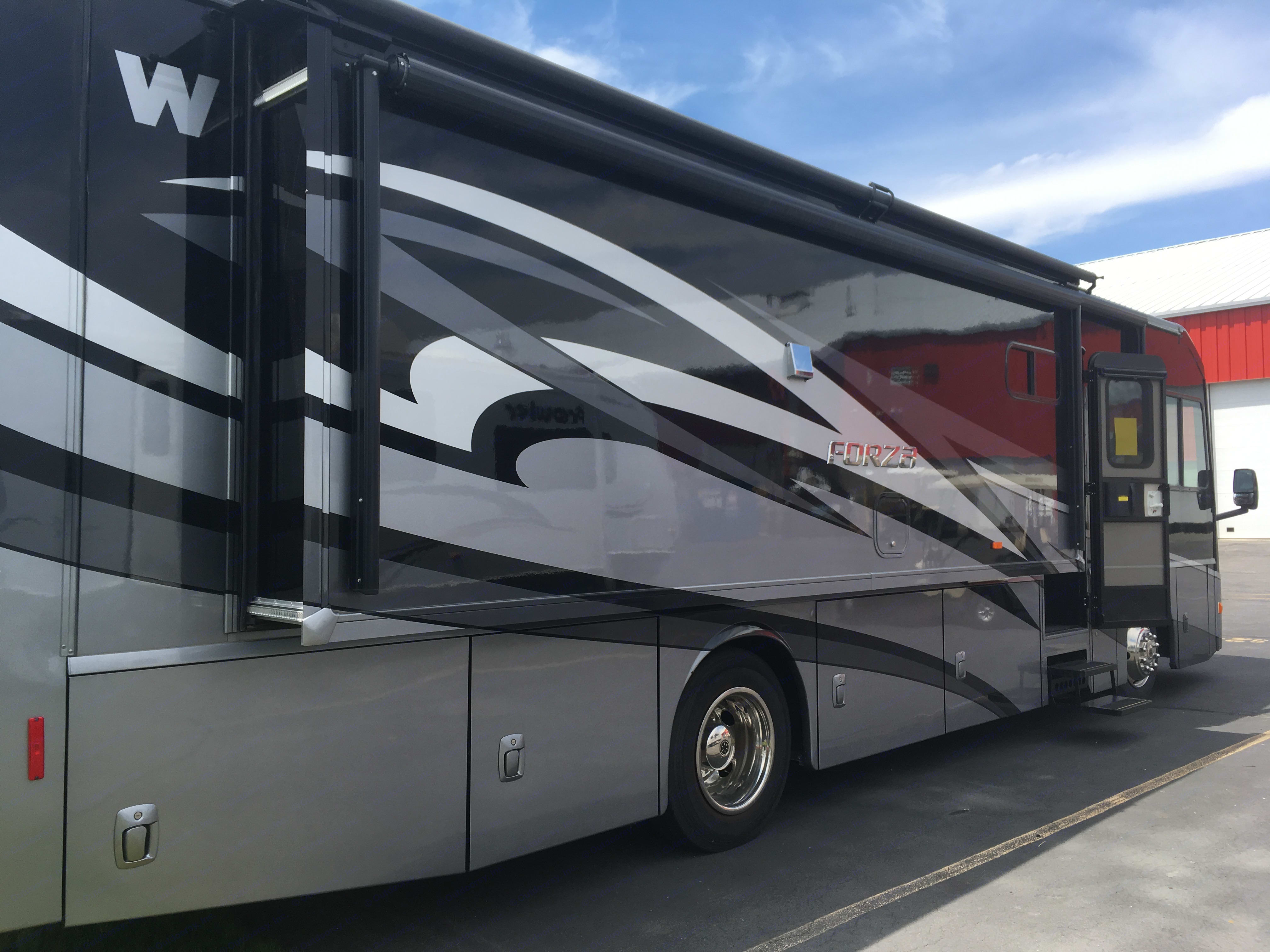 """Gorgeous paint job on the Forza makes it a """"looker"""".. Winnebago Forza 2014"""