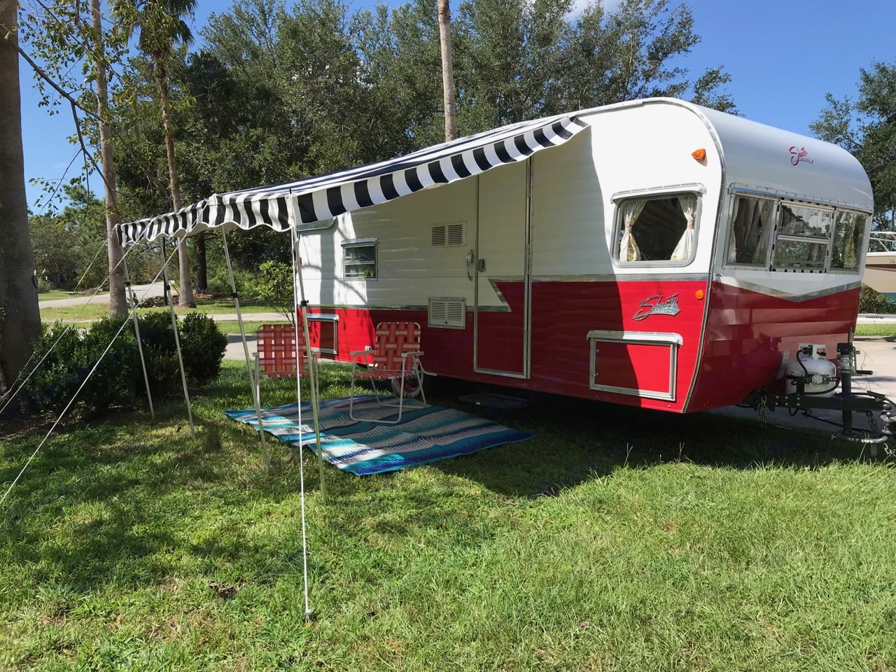 2016 Shasta Airflyte with awning deployed. Ready for camping. . Shasta Airflyte 2016