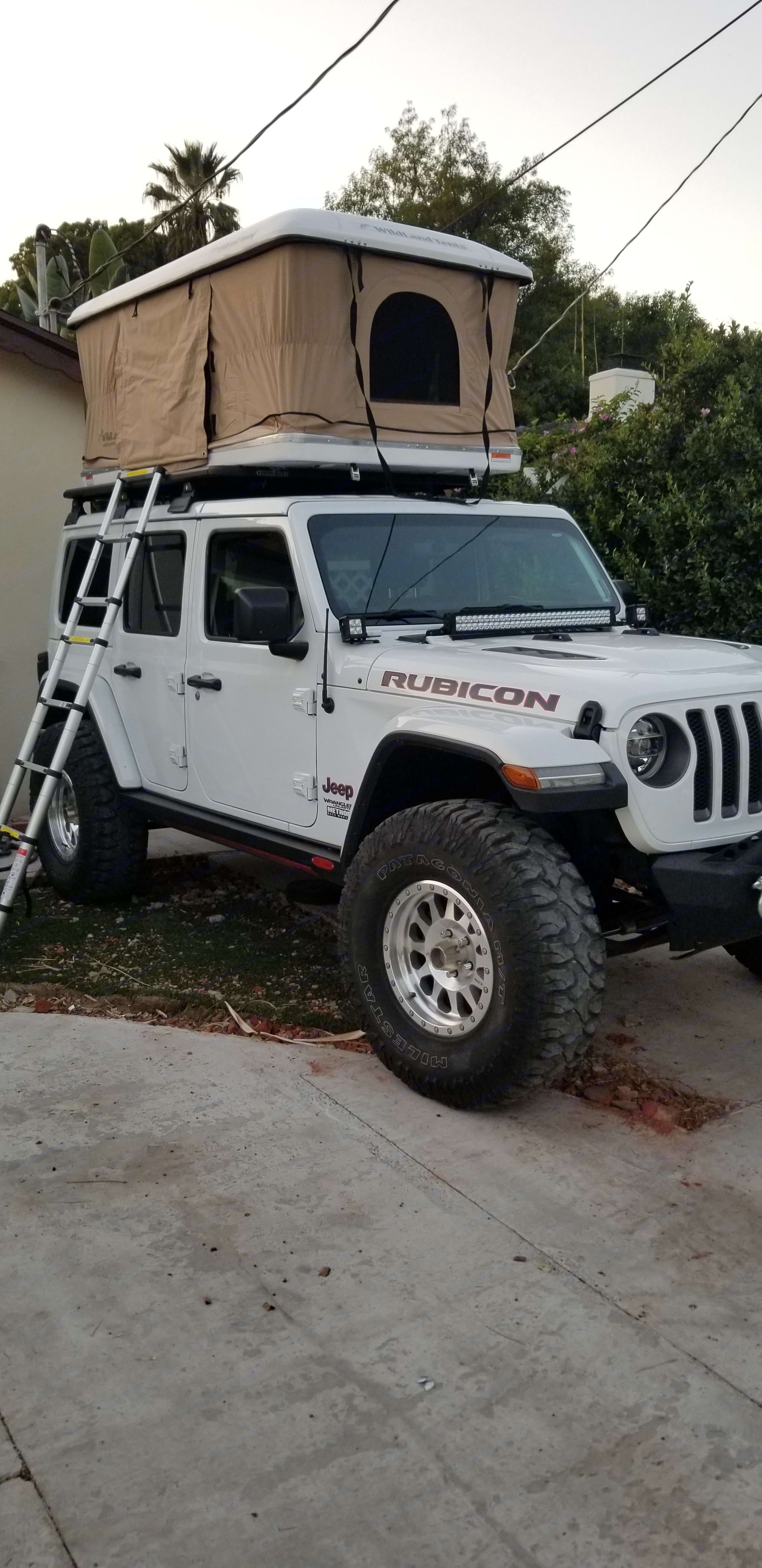 Jeep JL Rubicon with rooftop tent. . Jeep Wrangler JLU Rubicon 2018