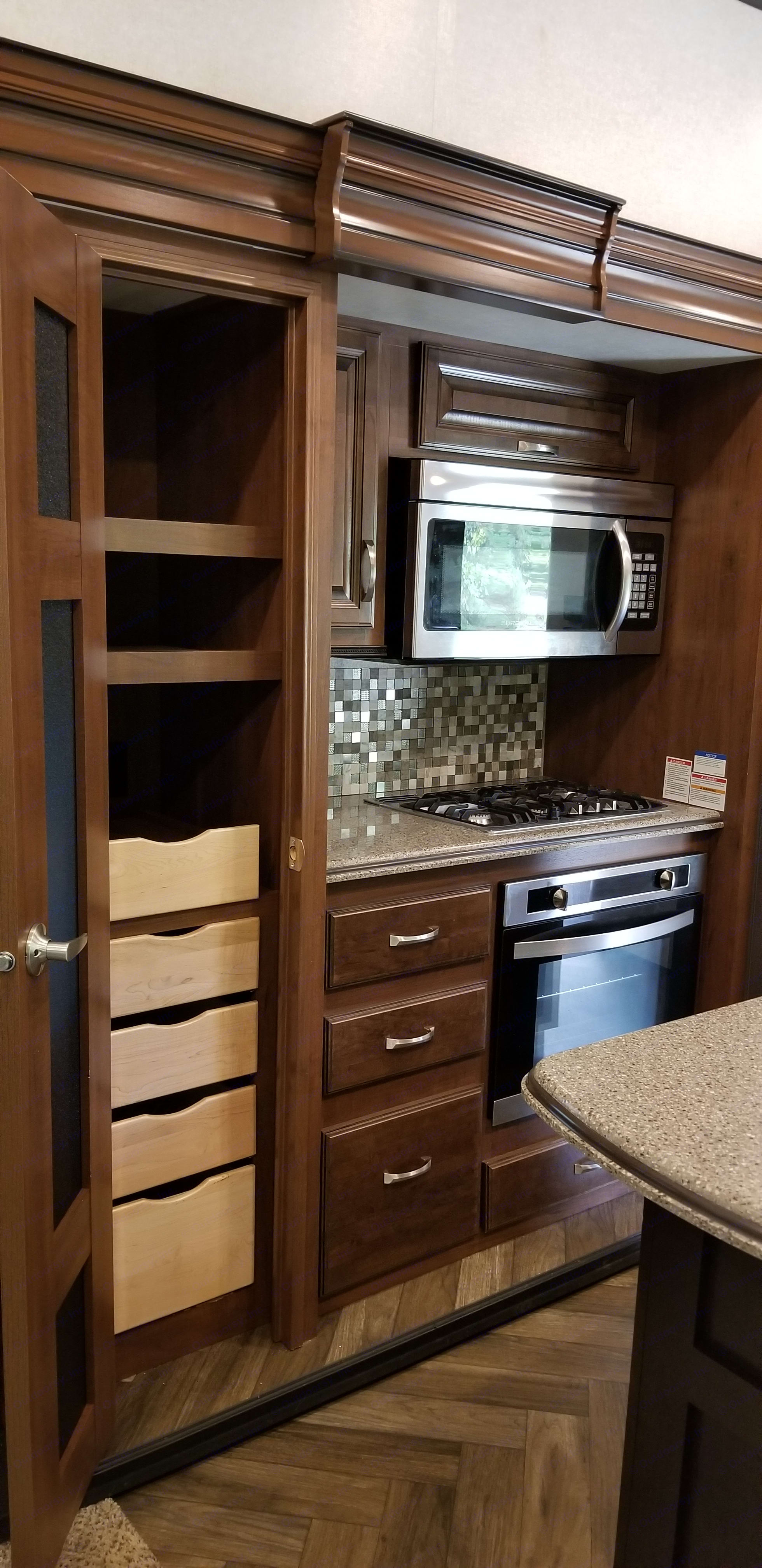 Kitchen and pantry. Jayco North Point 2017