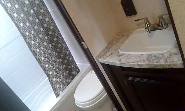 Shower/tub. Toilet. Sink. . Jayco Jay Flight 2020