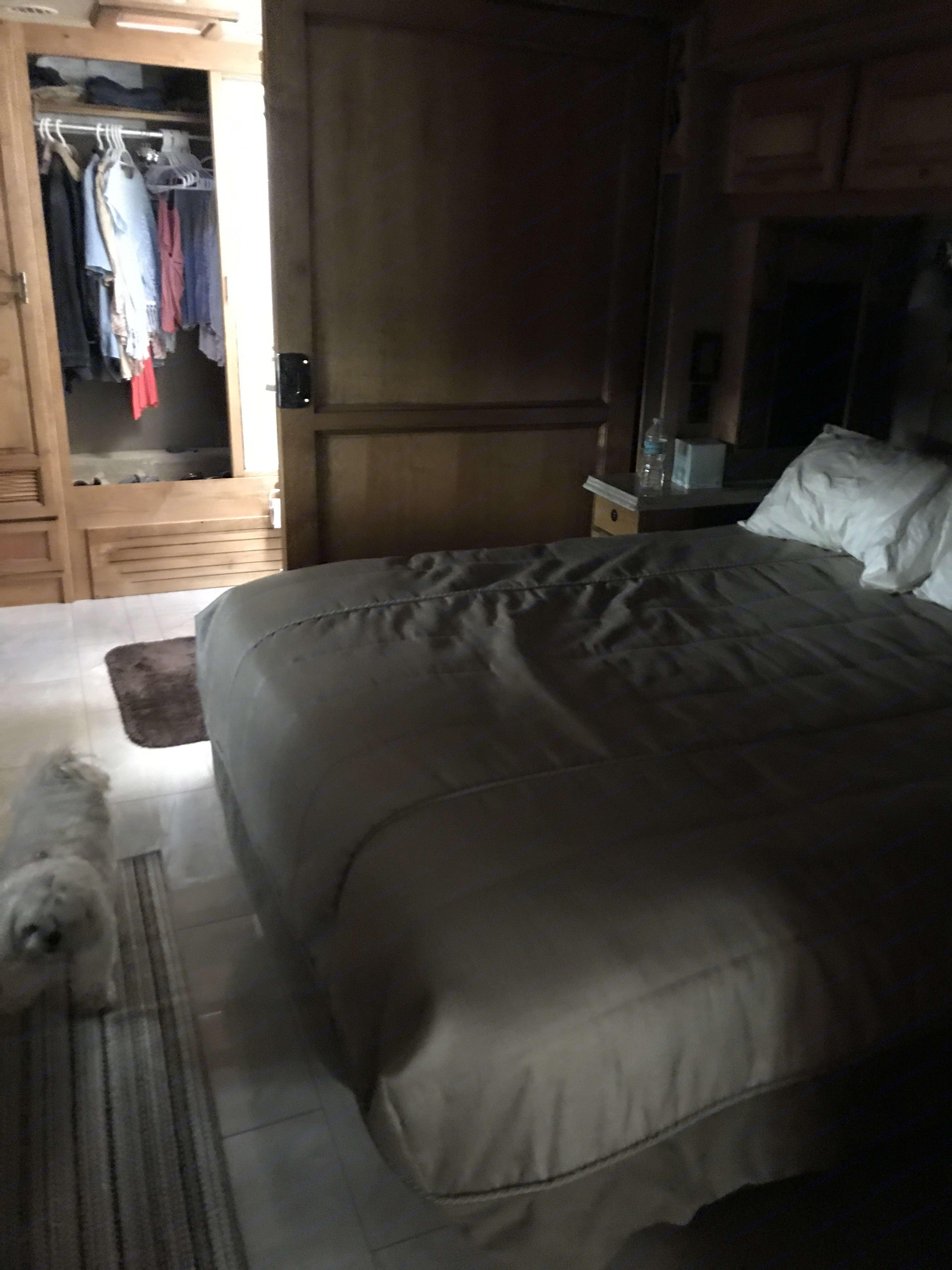 Queen size sleep number bed . Tiffin Motorhomes Phaeton 2018
