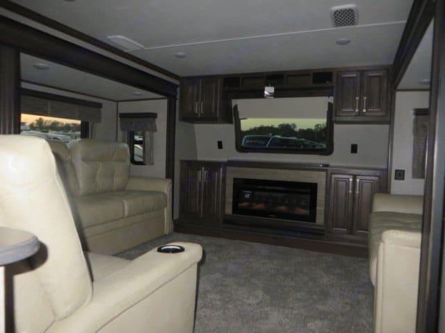 Living Room. Keystone Alpine 2018