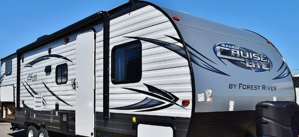 2017 Salem Cruise Lite 282QBXL by Forest River. It meets all of your needs at a more affordable price. . Forest River Cruise Lite 2017