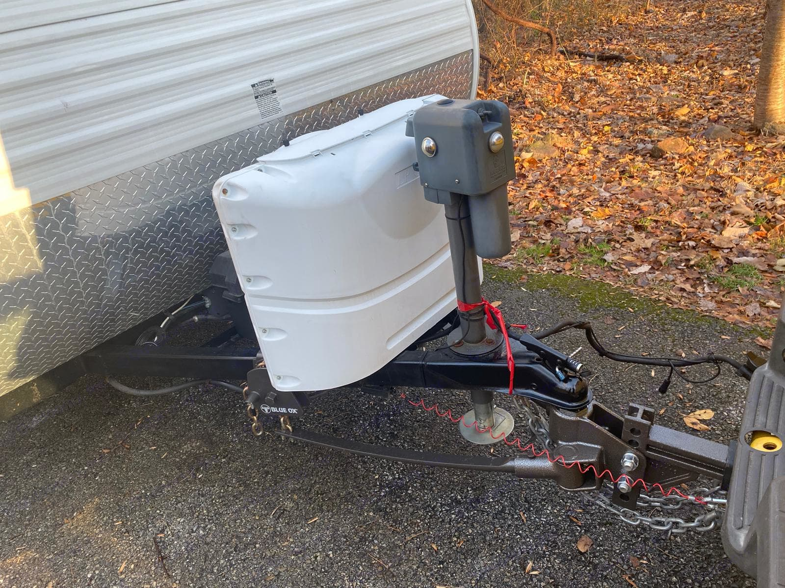 Comes with blue ox weight distribution system and sway control. . Jayco Jay Flight Swift 2014