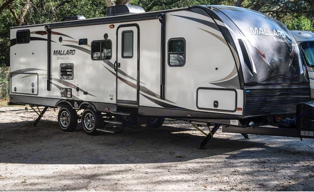 Beautiful unit with lots of space including an outdoor kitchen and all electric slide out, leveling jacks, and awning . Heartland Mallard 2019