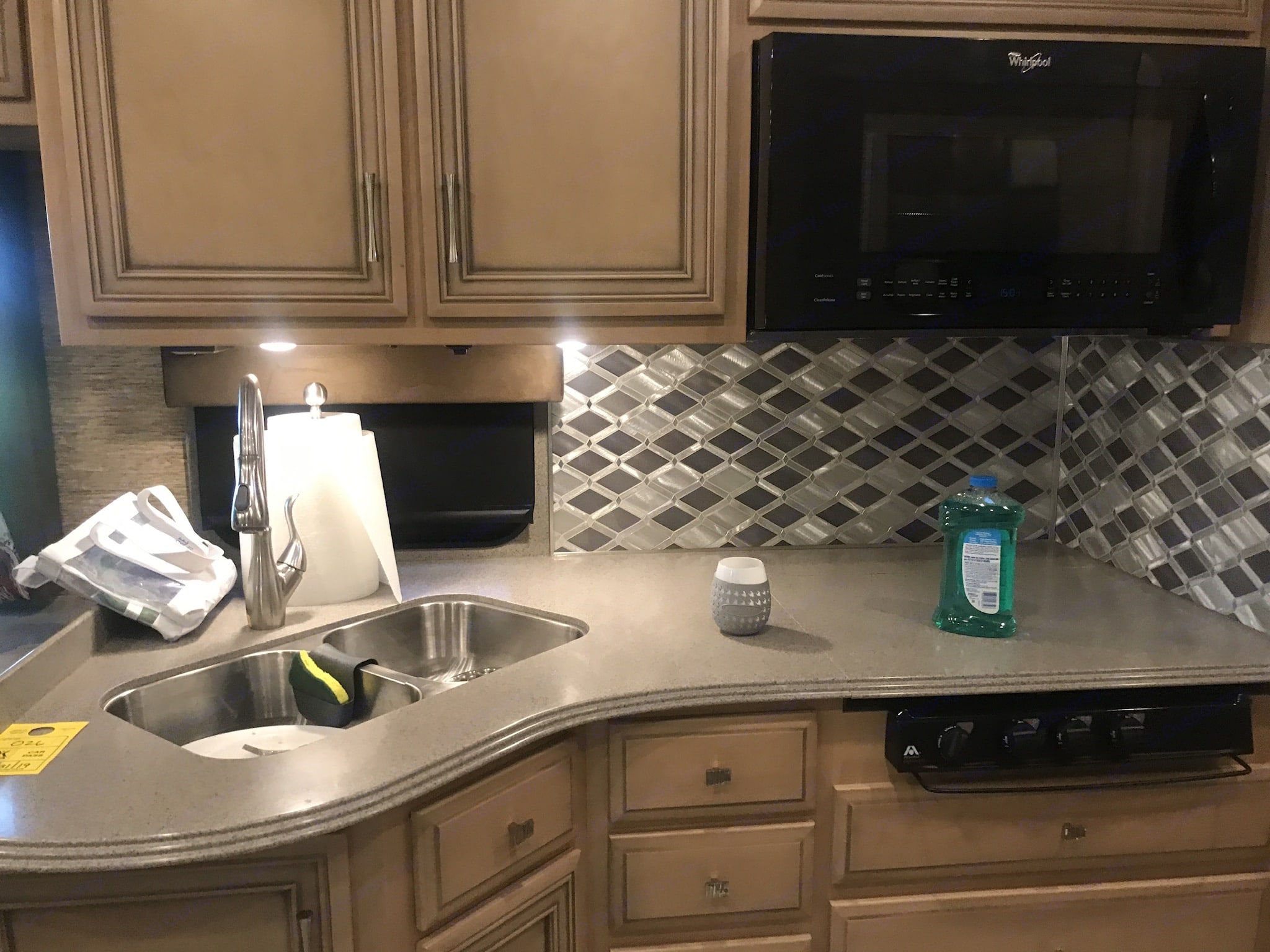 Kitchen counter. Newmar Canyon Star 2018