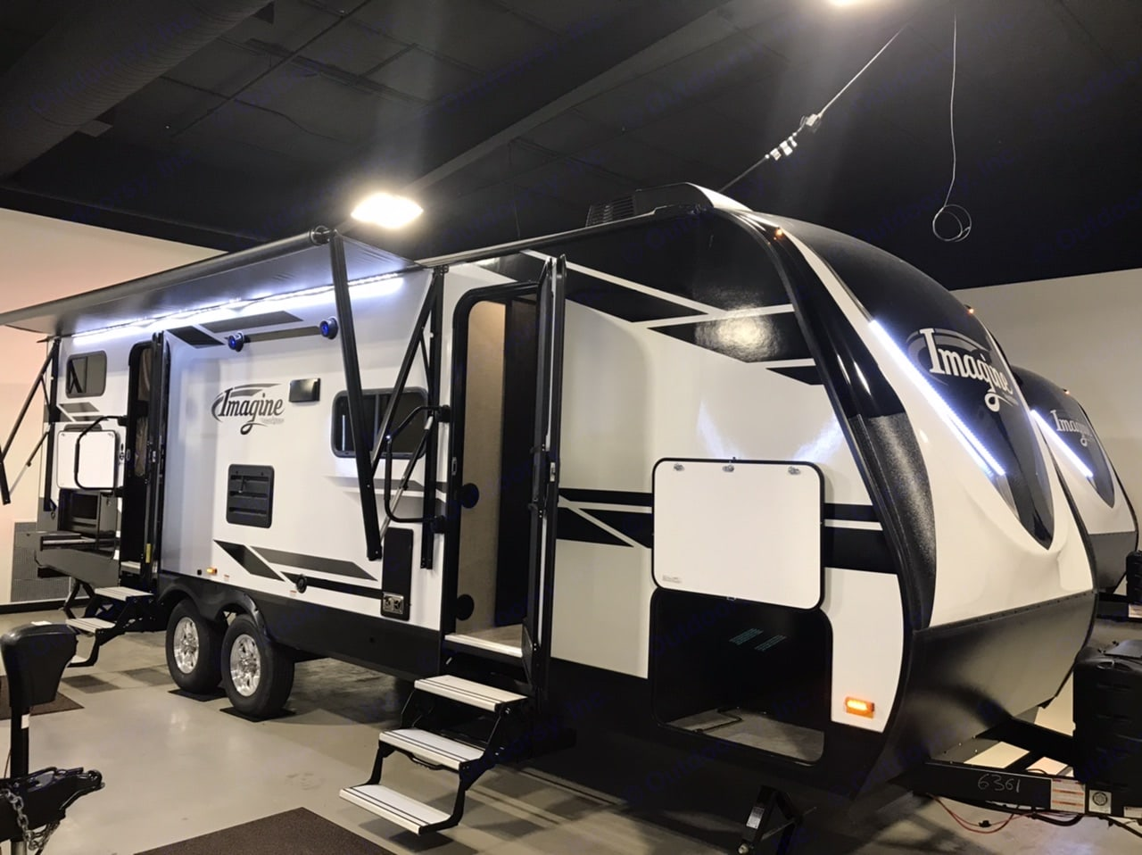 Clean and ready to roll.  Easily pulled with 1/2 ton truck or SUV. Weight distributing hitch included. . Grand Design Imagine 2019