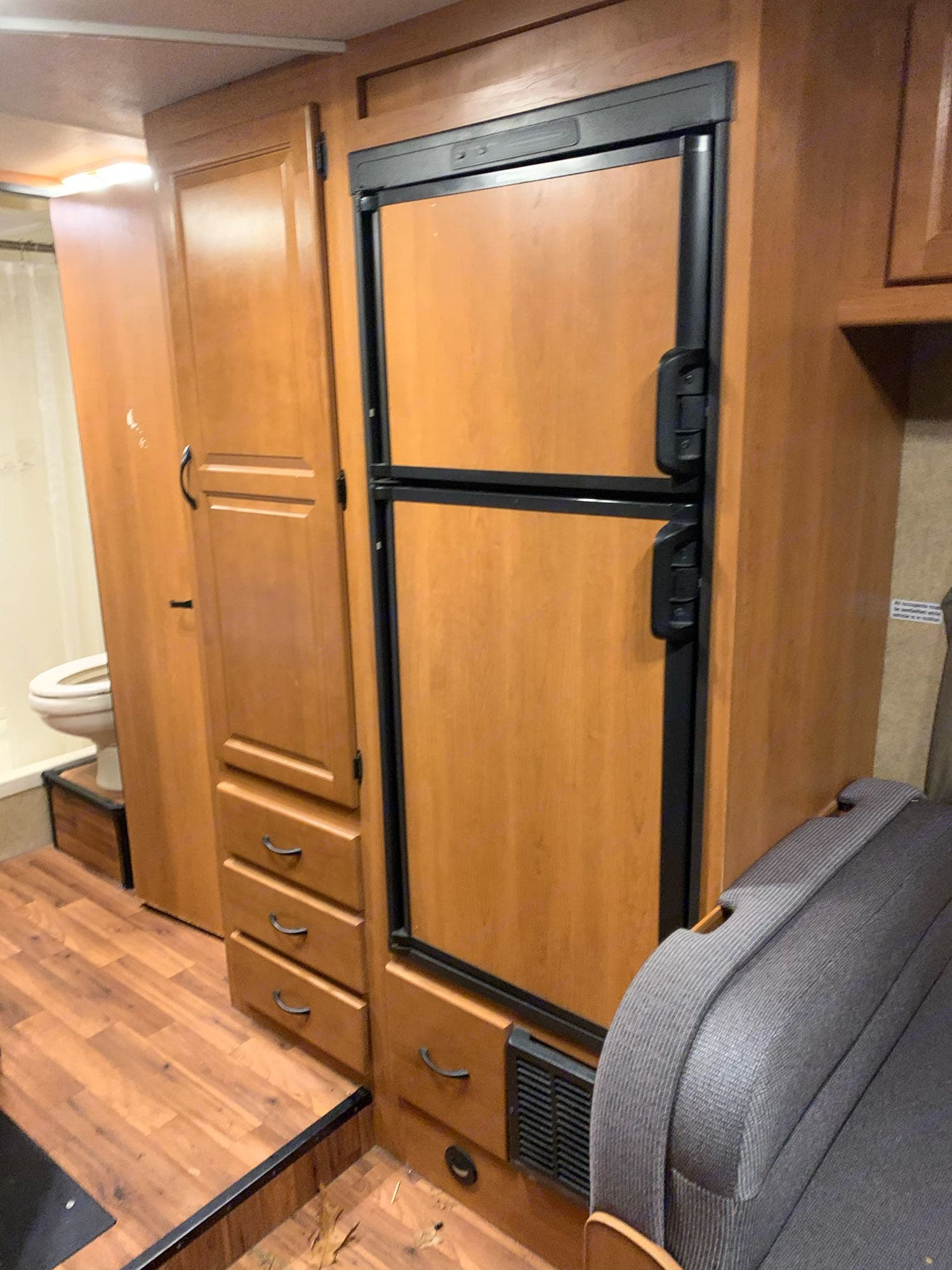 Refrigerator and freezer unit that is powered by electricity or propane.. Thor Motor Coach Four Winds Majestic 2015