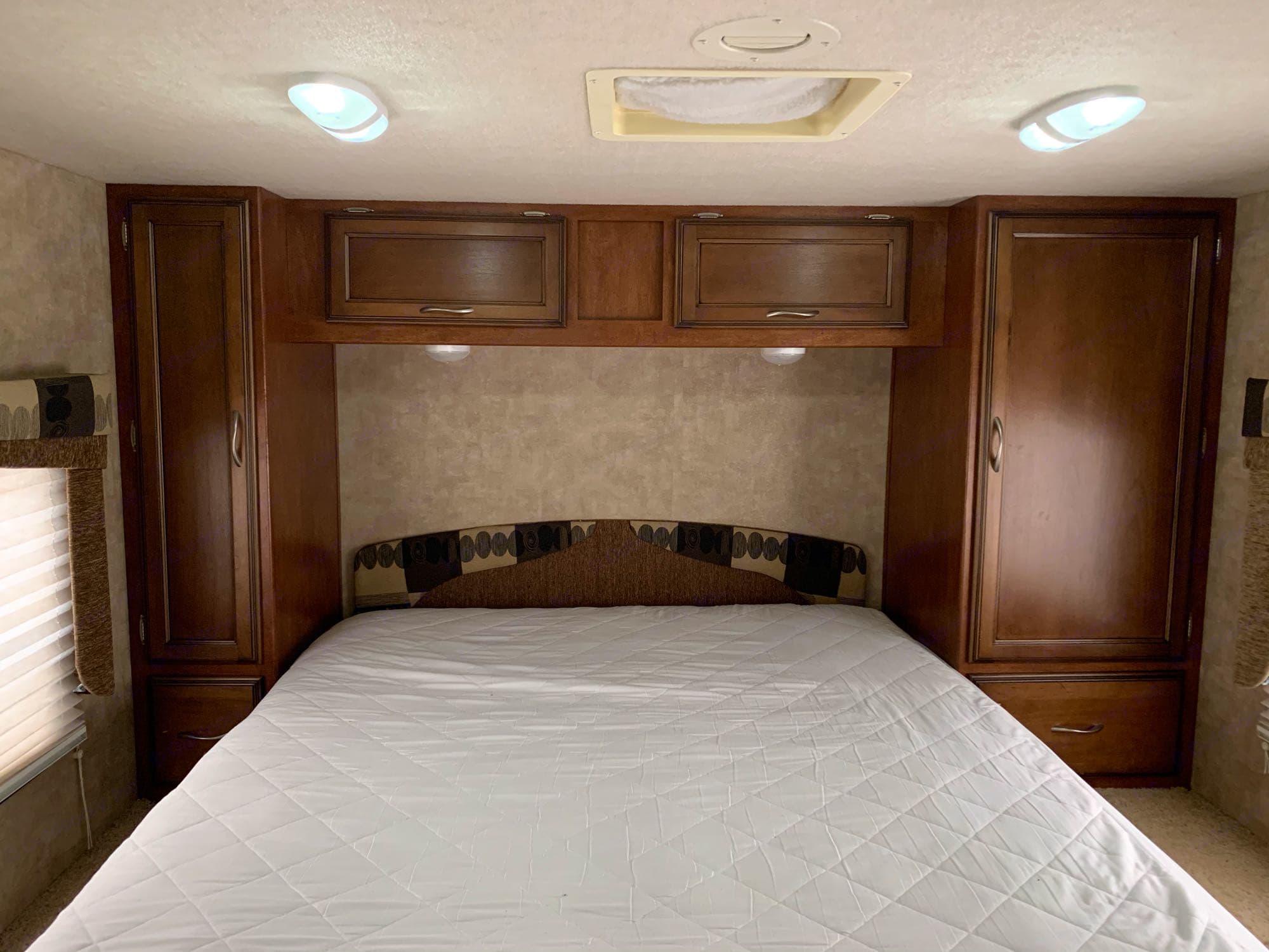 Master Bedroom. Thor Motor Coach Tahoe 2012