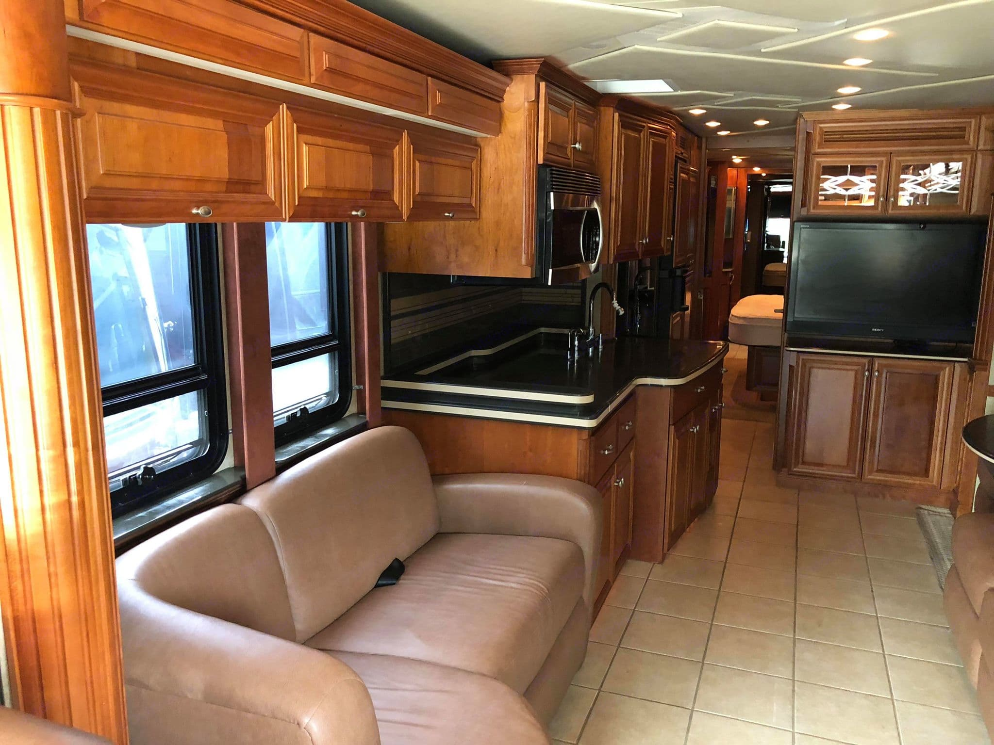 Spacious interior, plenty of room to relax and unwind.. Newmar King Aire - 4561 - bath + 1/2 bath 2008