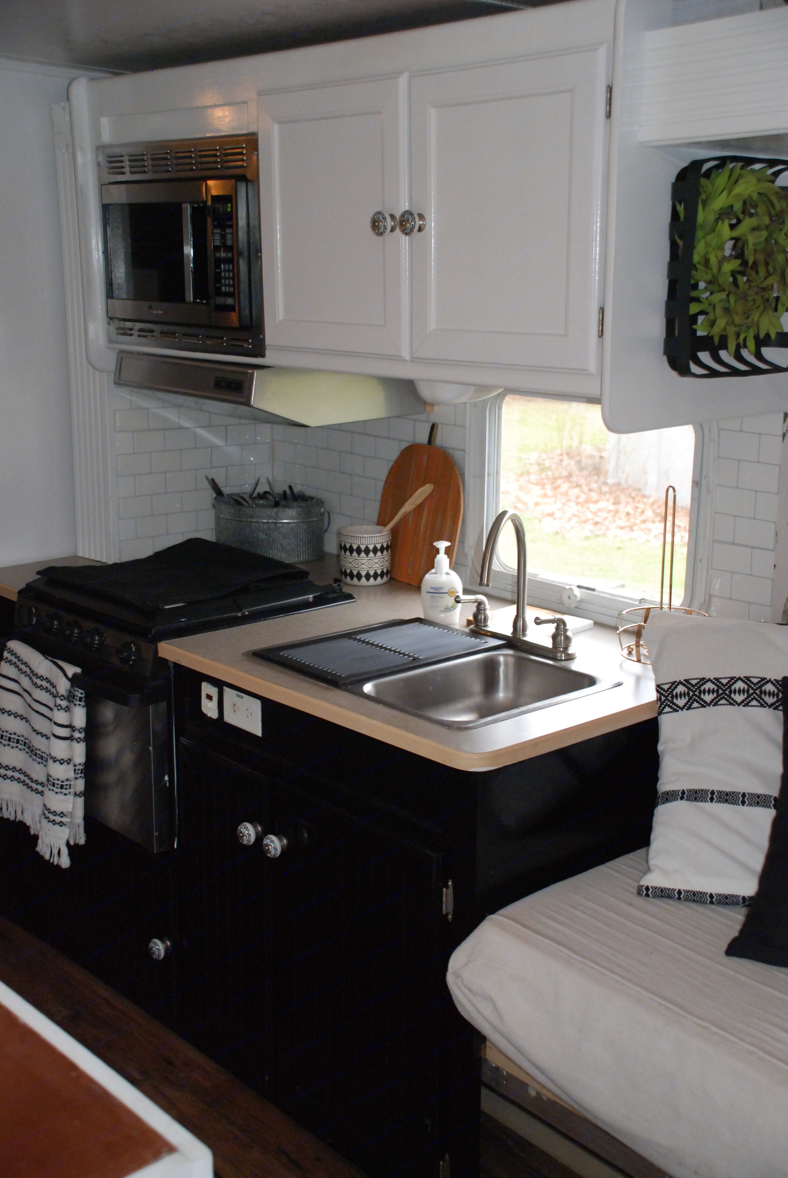Microwave, stove top, oven. Forest River Surveyor 2004