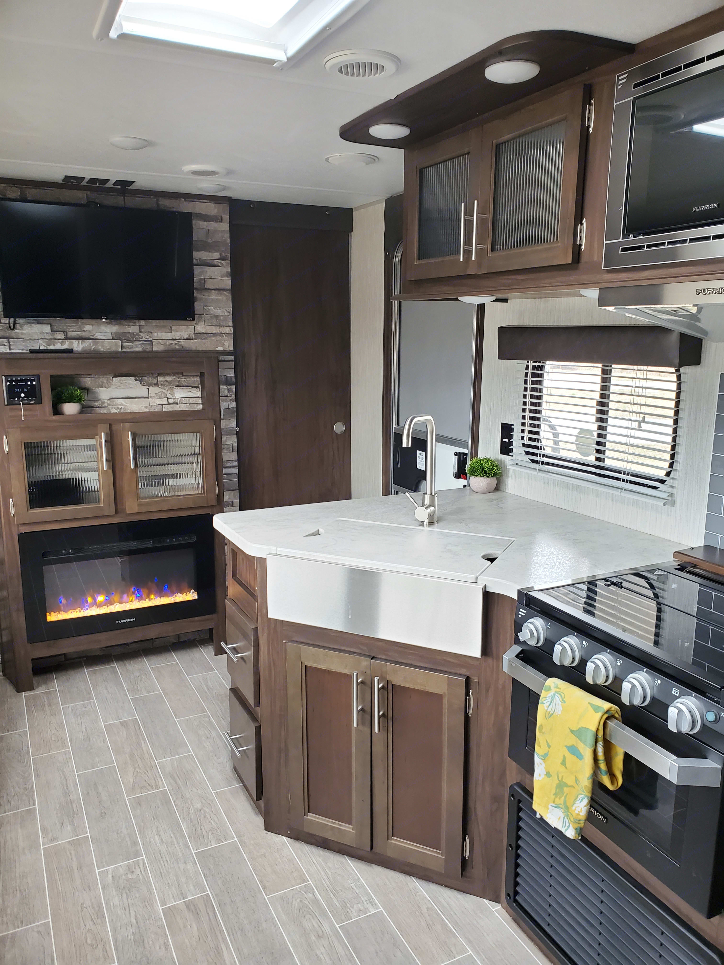 You will find all you need to prepare your food inside and out in this kitchen, including a charcoal grill in the outside storage.. Forest River Cherokee Grey Wolf 2020