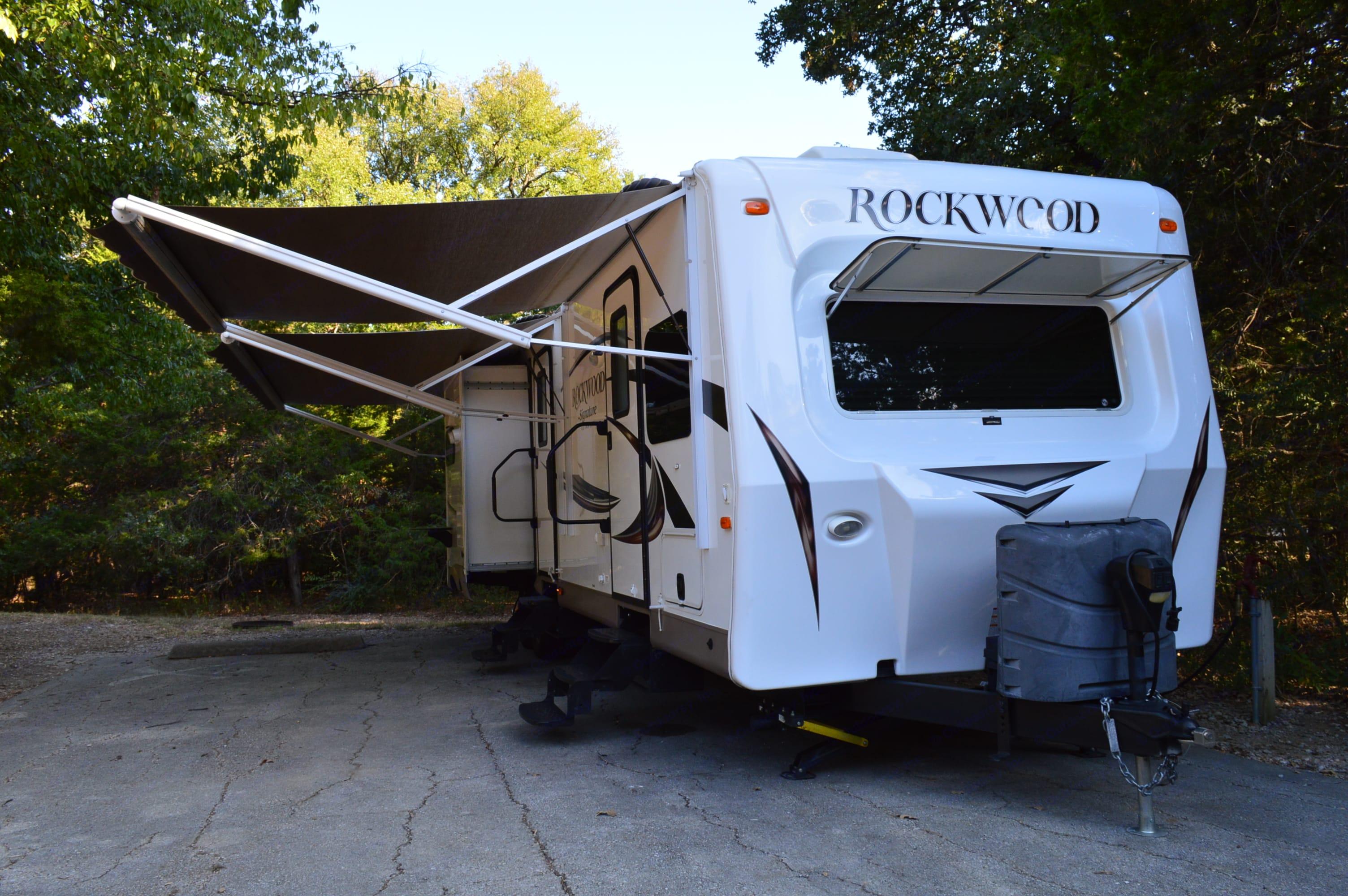Forest River Rockwood Signature UltraLite 2016