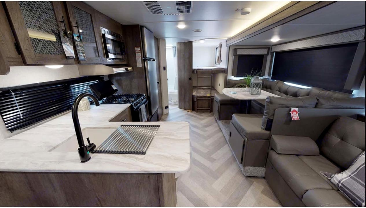 Spacious Living Room. Forest River Salem Cruise Lite 2020