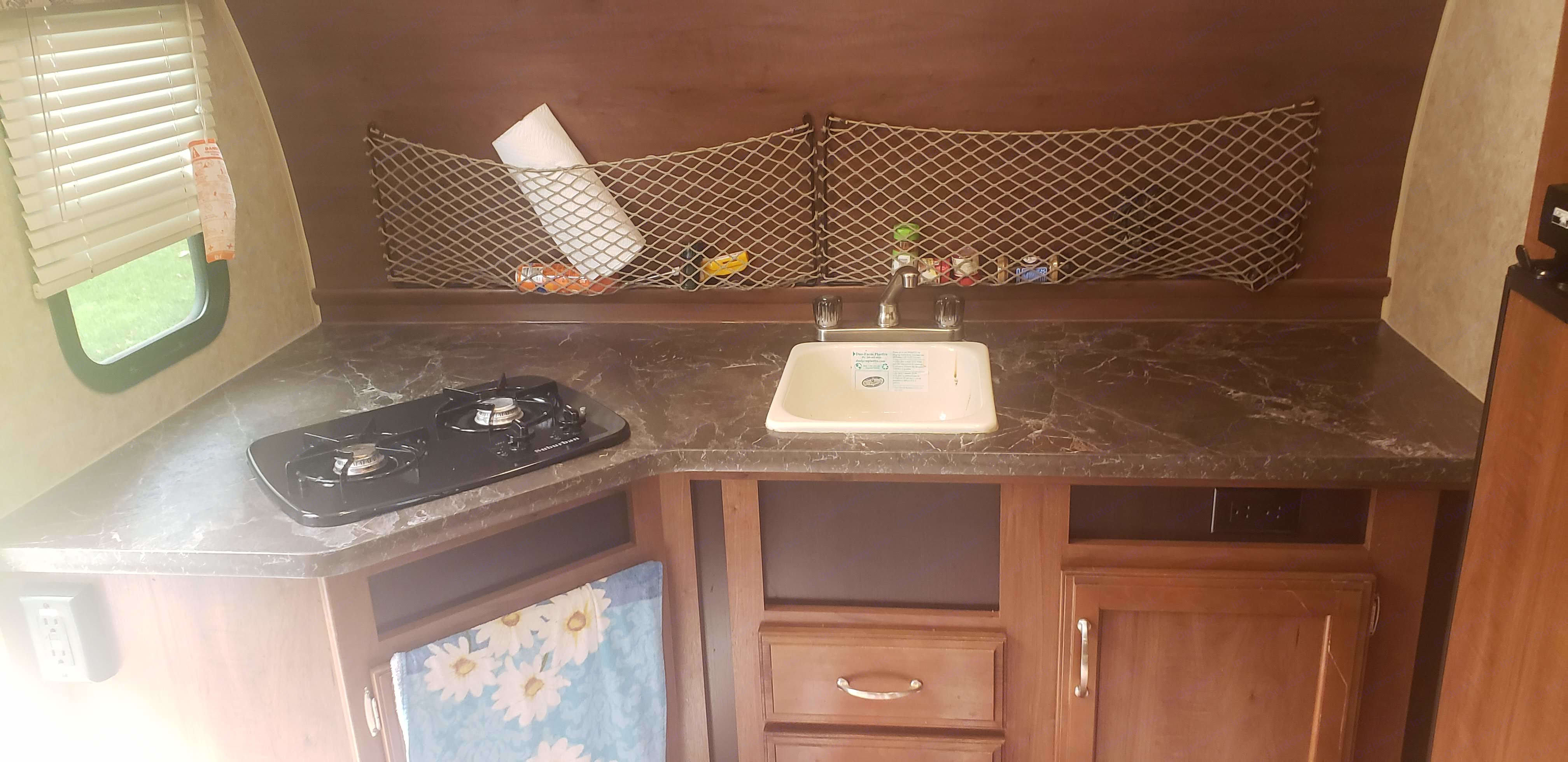 Kitchen. Jayco Hummingbird 17RK 2017