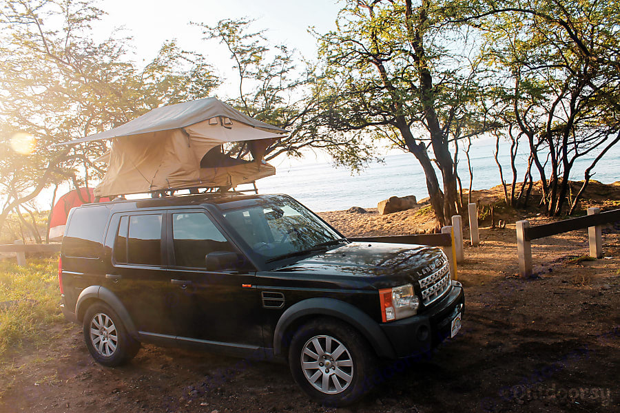 Camp at the Beach. Land Rover LR3 2006