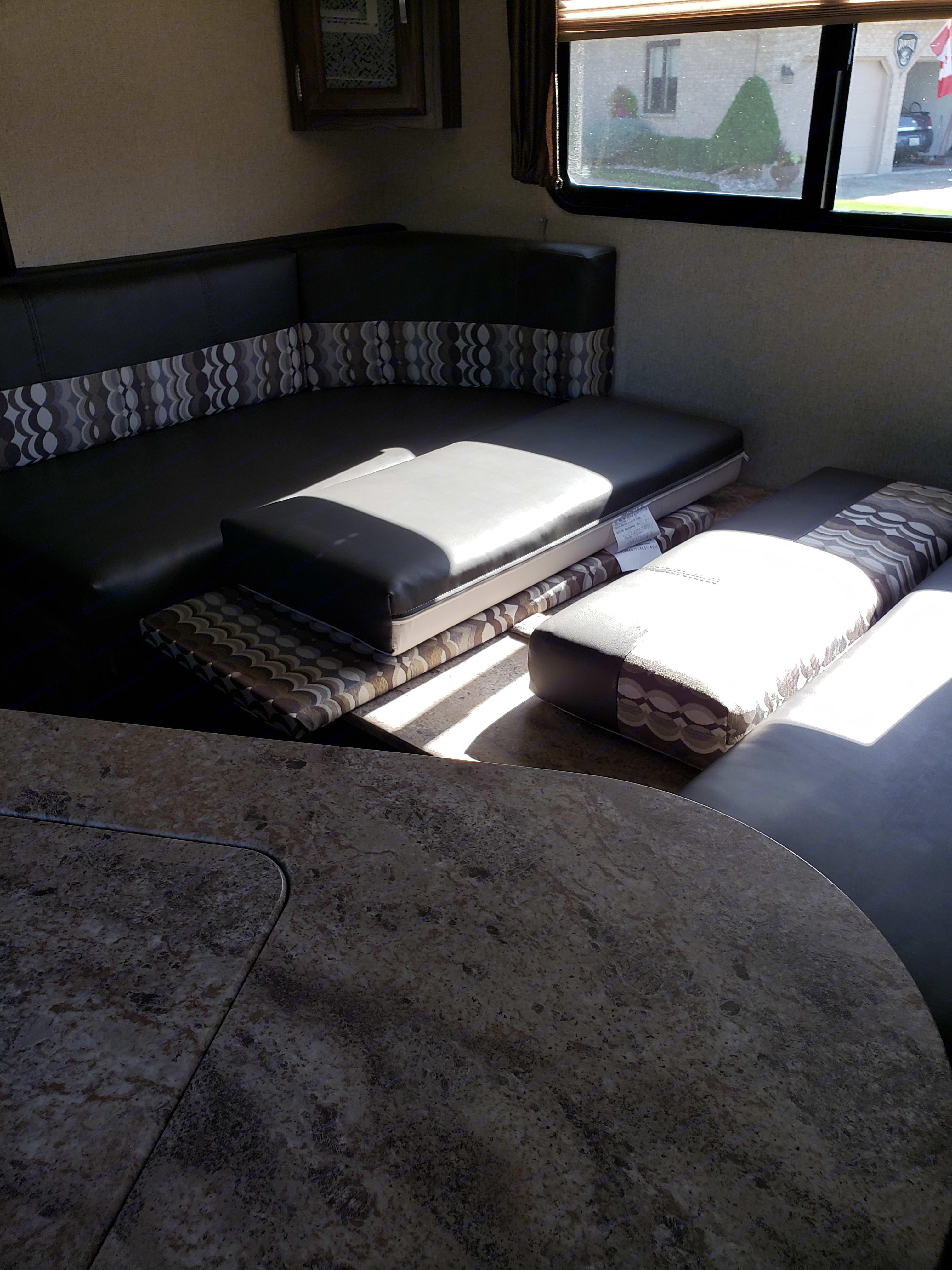 Convertible table/sofa/bed.. Coachmen Apex 2019