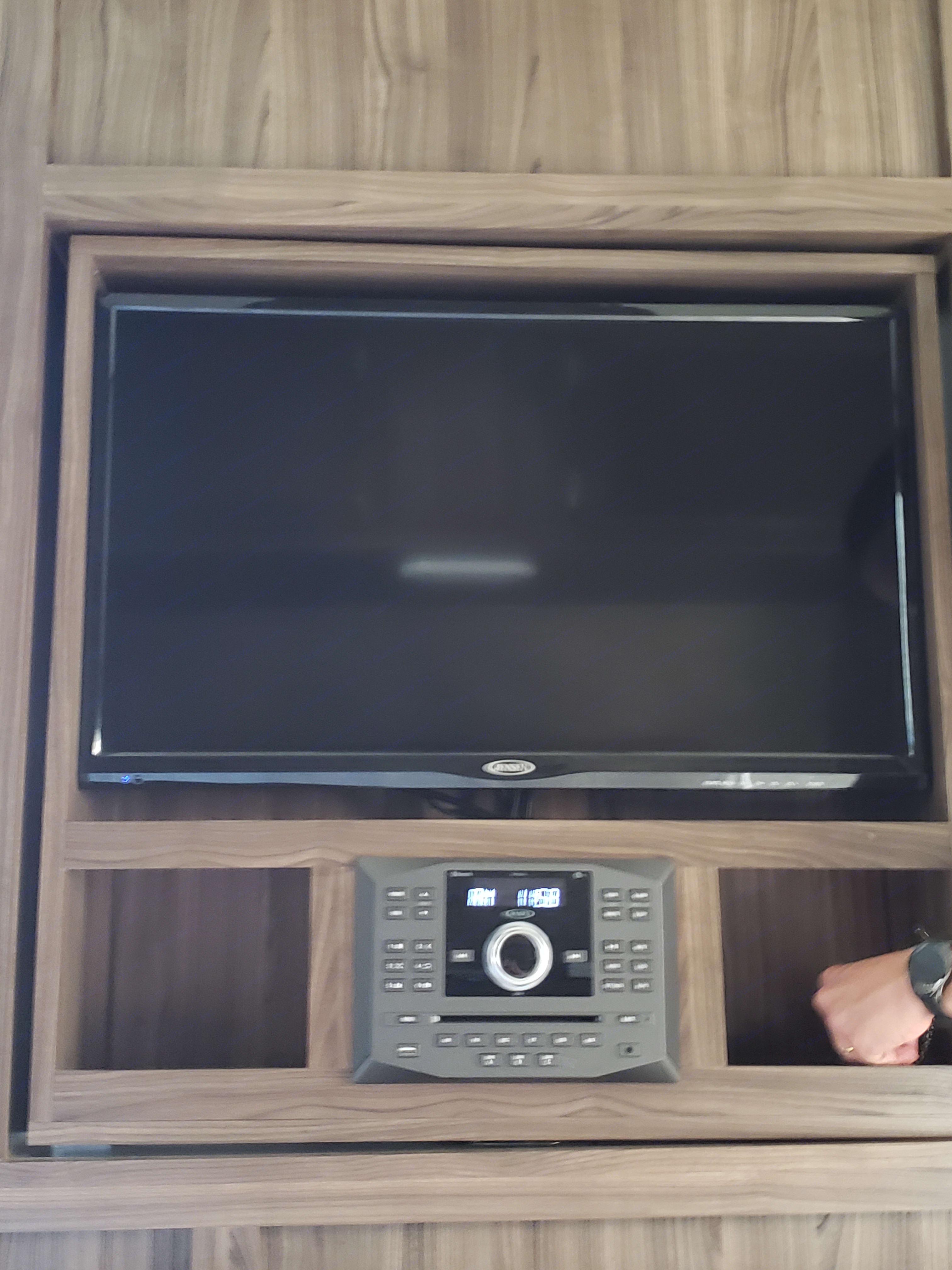 Swivel Flat screen TV w/ Bluetooth Stereo. Coachmen Apex 2019