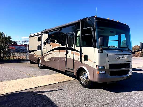 Full body paint is an expensive option that adds so much to the classic look of a true Motor Coach. 35' of pure beauty.. Tiffin Motorhomes Allegro 2008