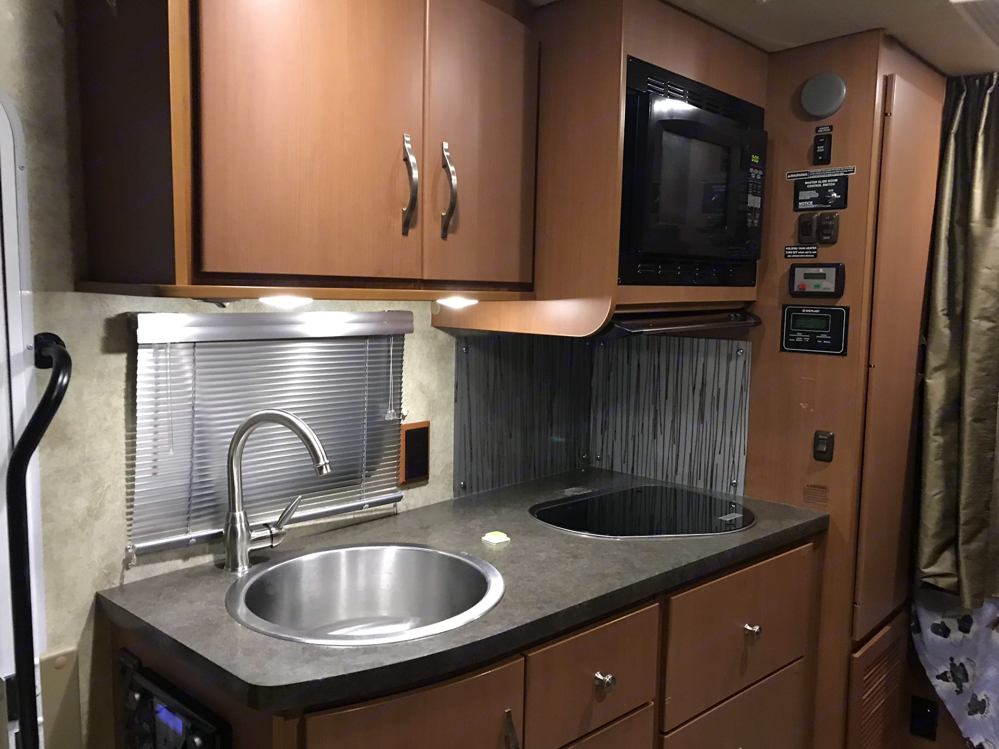 Kitchen and microwave. Winnebago View 2011