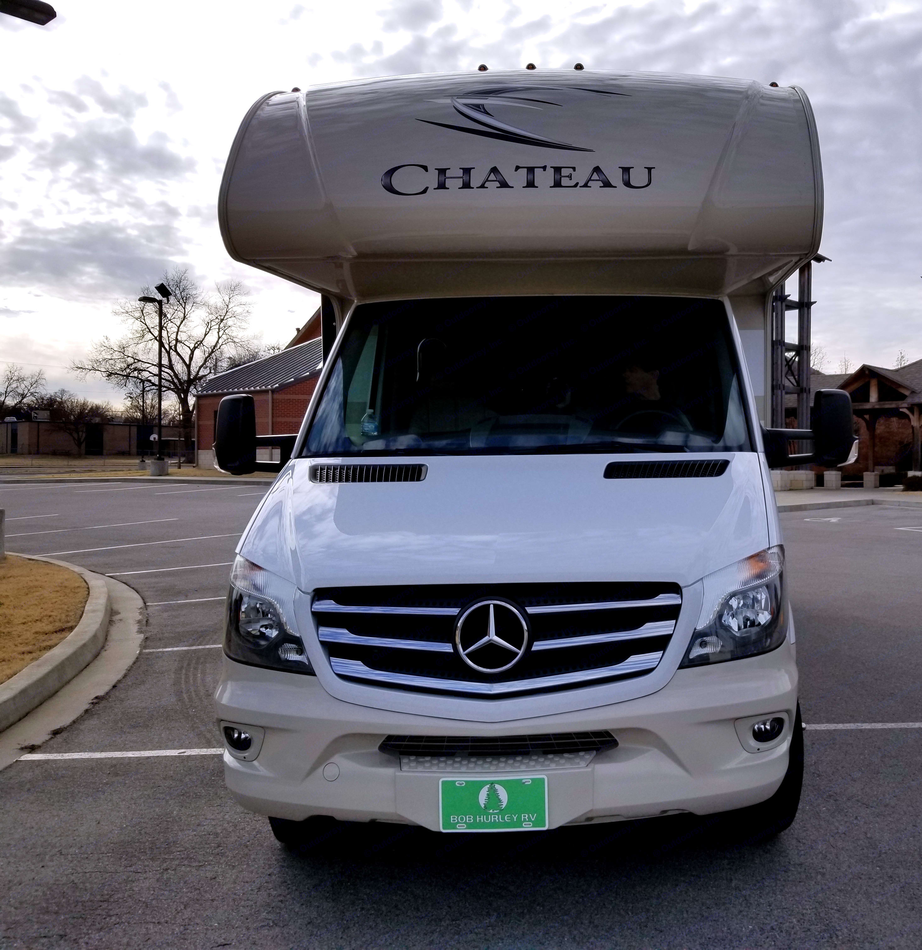 Front view Sprinter Chateau. Thor Motor Coach Chateau Sprinter 24WS 2018