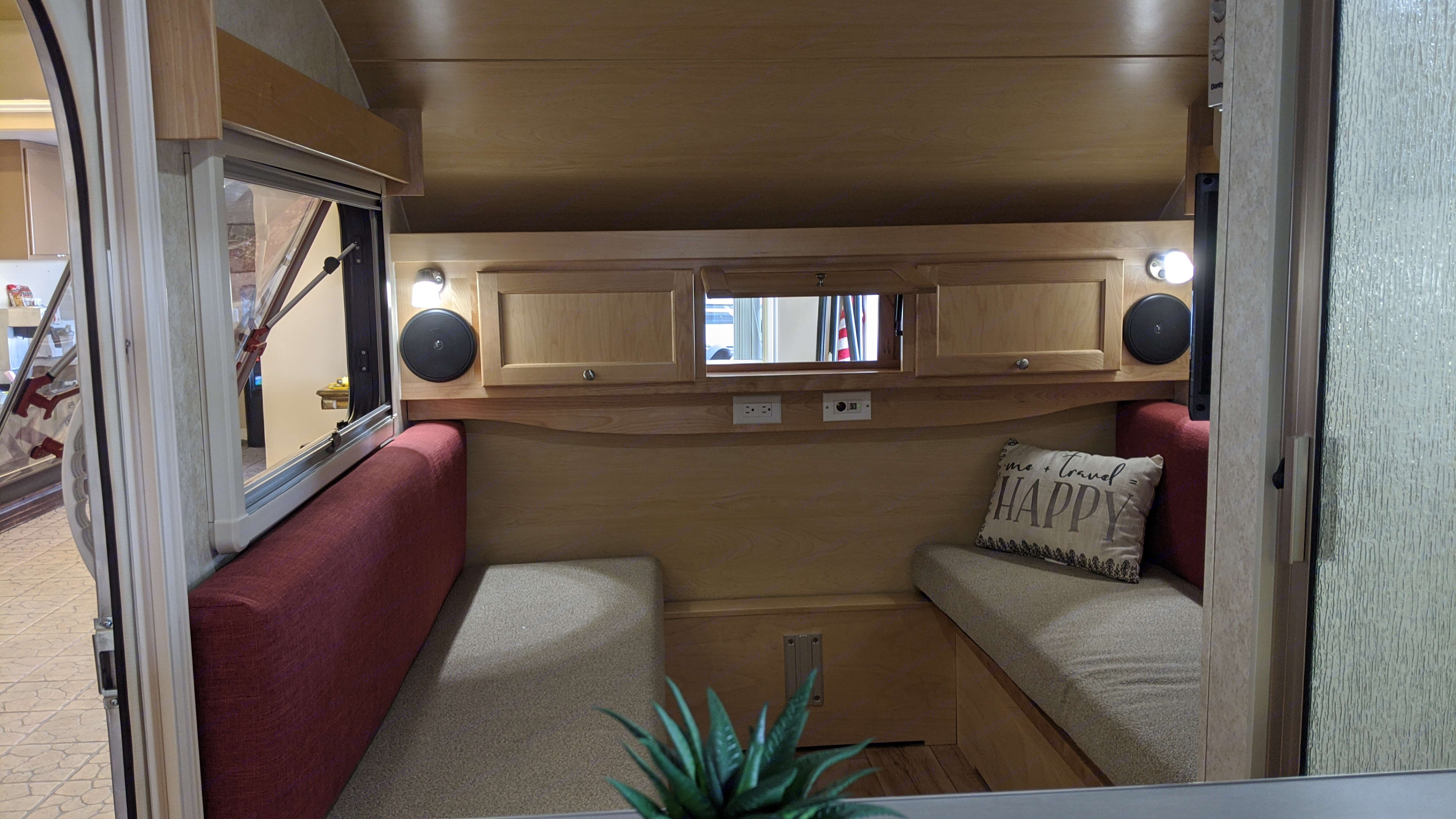 Roomy Interior with lots of windows. T@B 320 CS-S Clamshell 2019