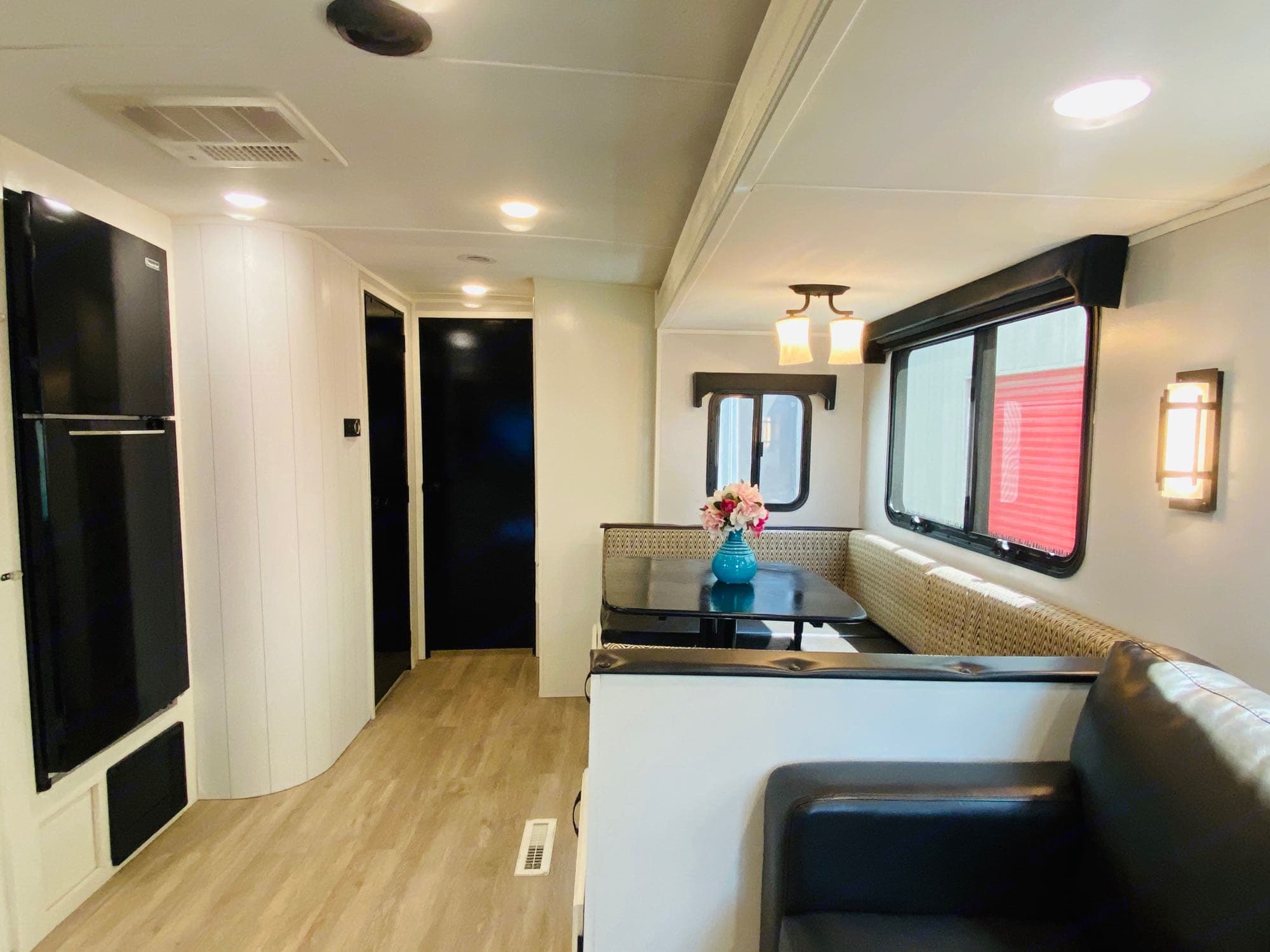 Full size fridge in the kitchen. Forest River Palomino Soloair 317 BHSK 2018