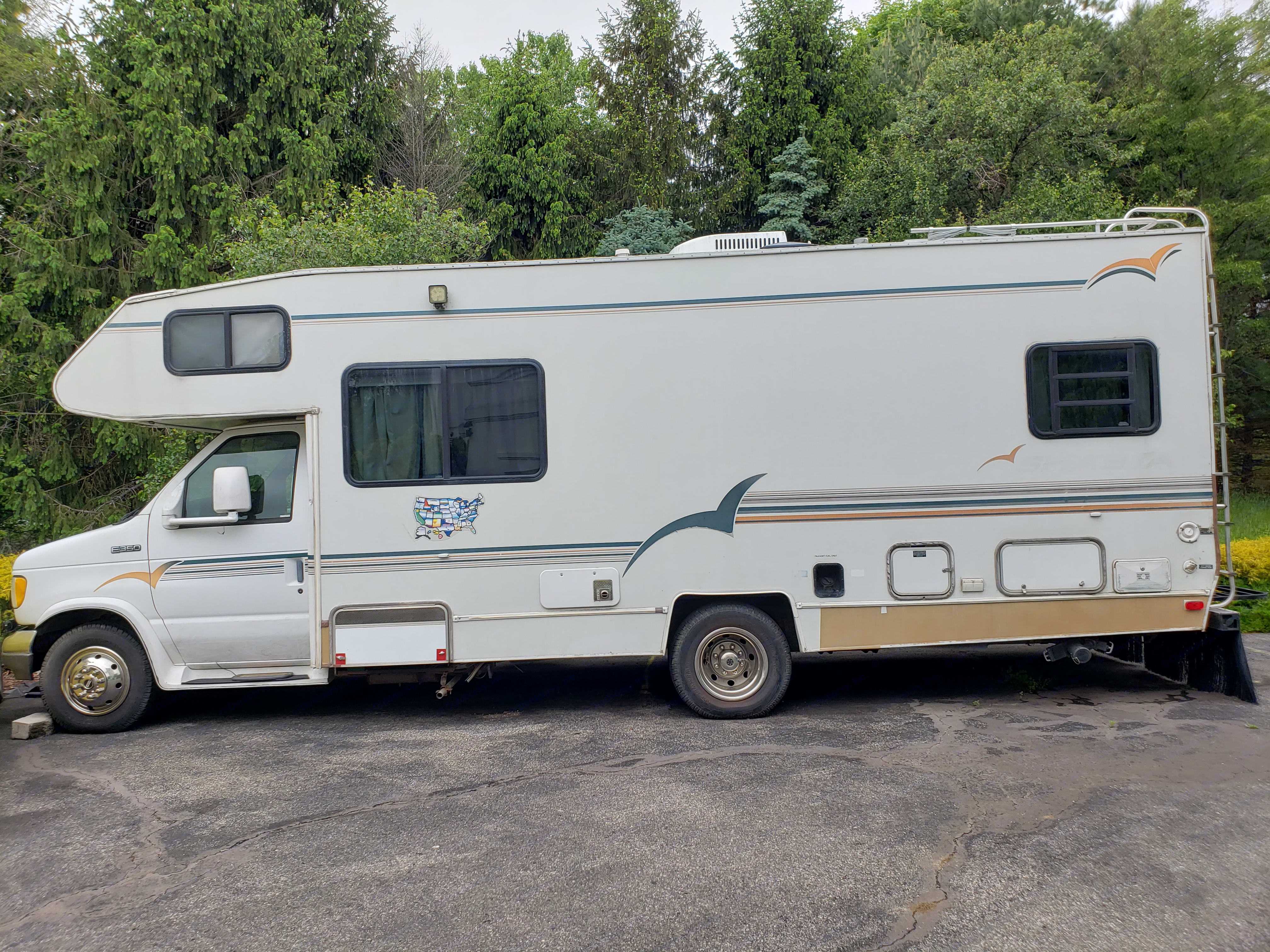Side view. Shasta Other 1995